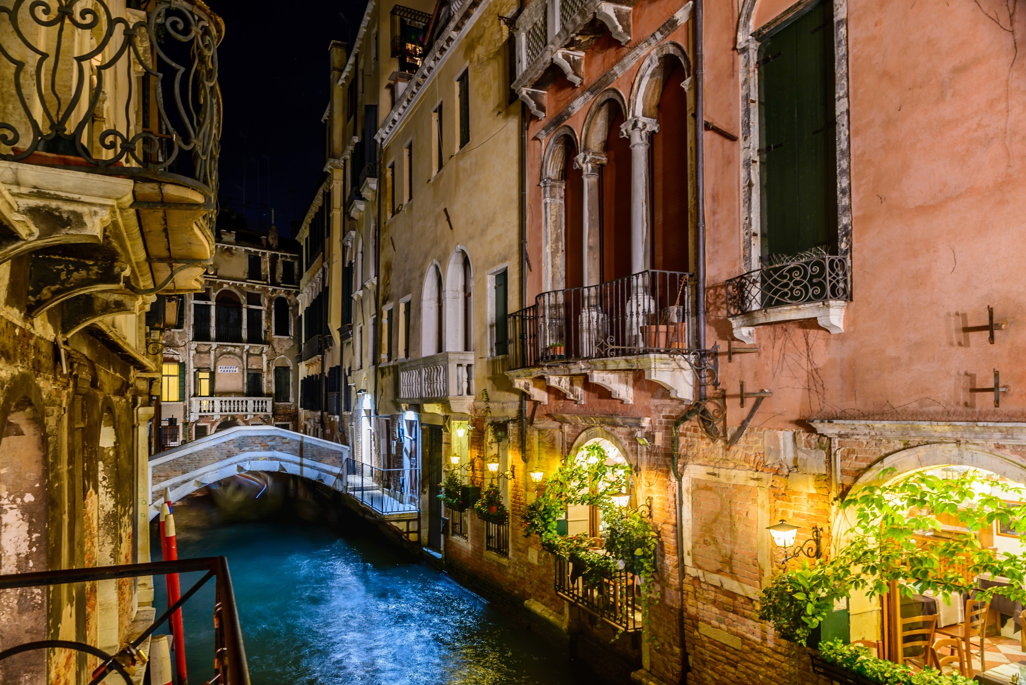 Venise by night by Grisel
