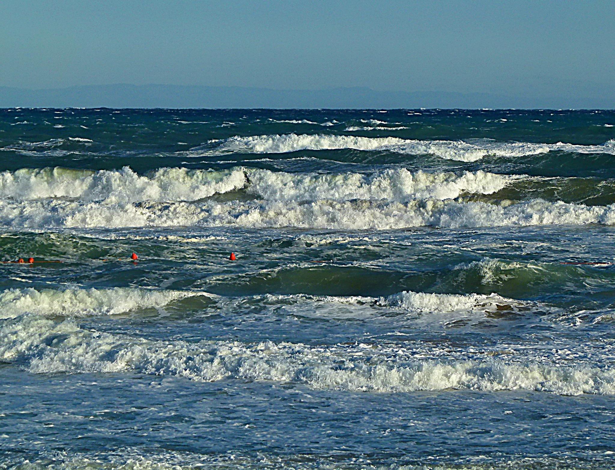 Autumn waves by Michal Vrtílek