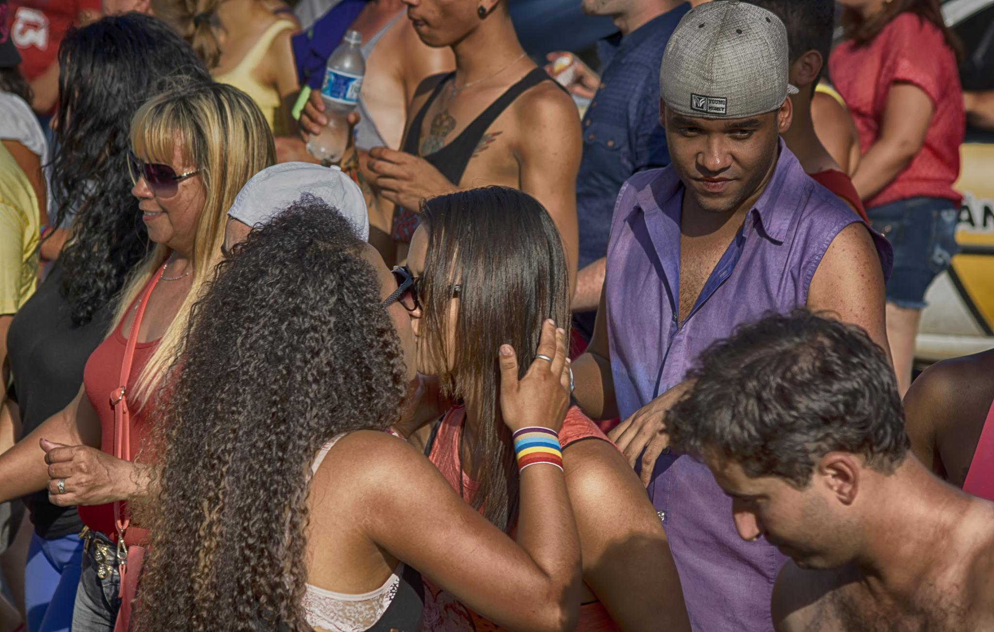 Beijo na multidão/Beso en la multidud/Kiss in the crowd by Jose Liborio