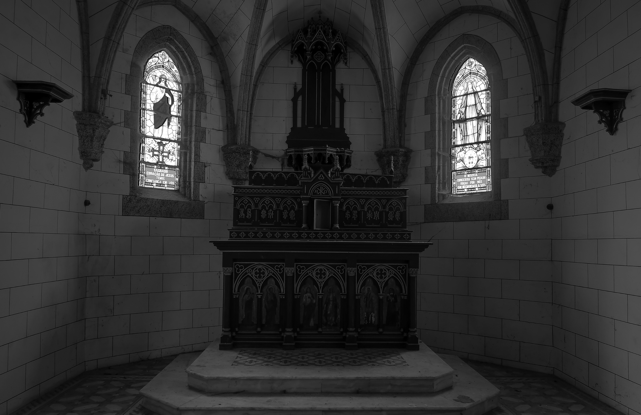 The altar by rvanhegelsom