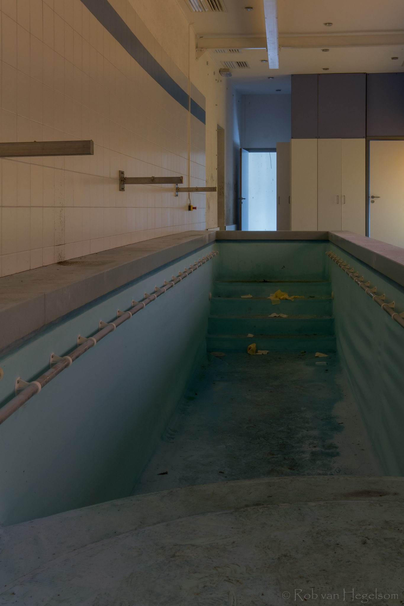The pool by rvanhegelsom