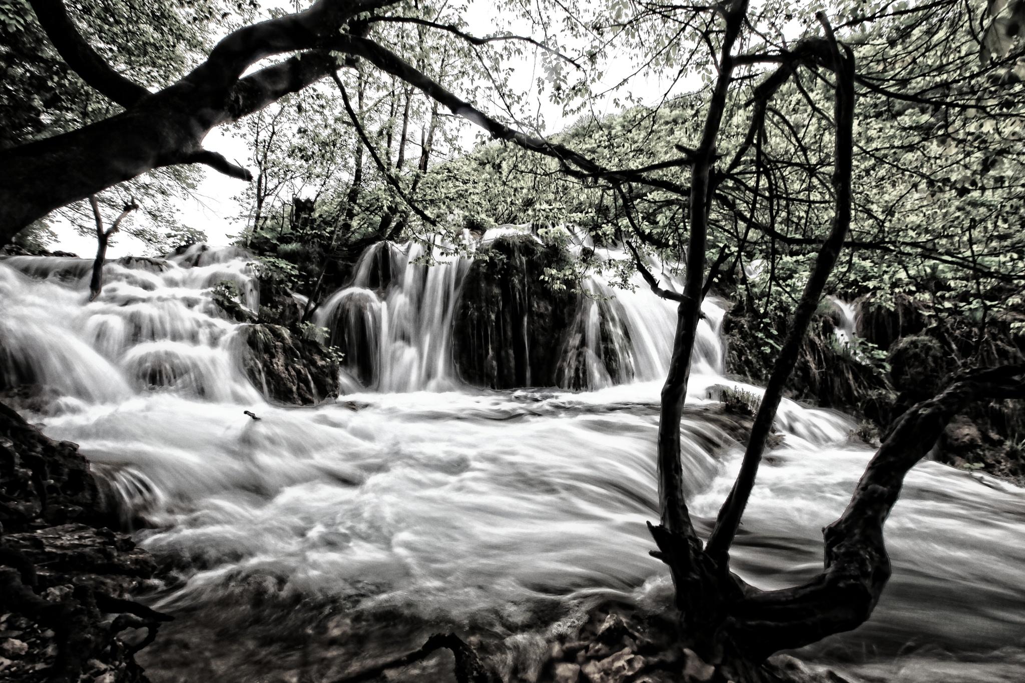 go chasing waterfalls by WenMin Tseng