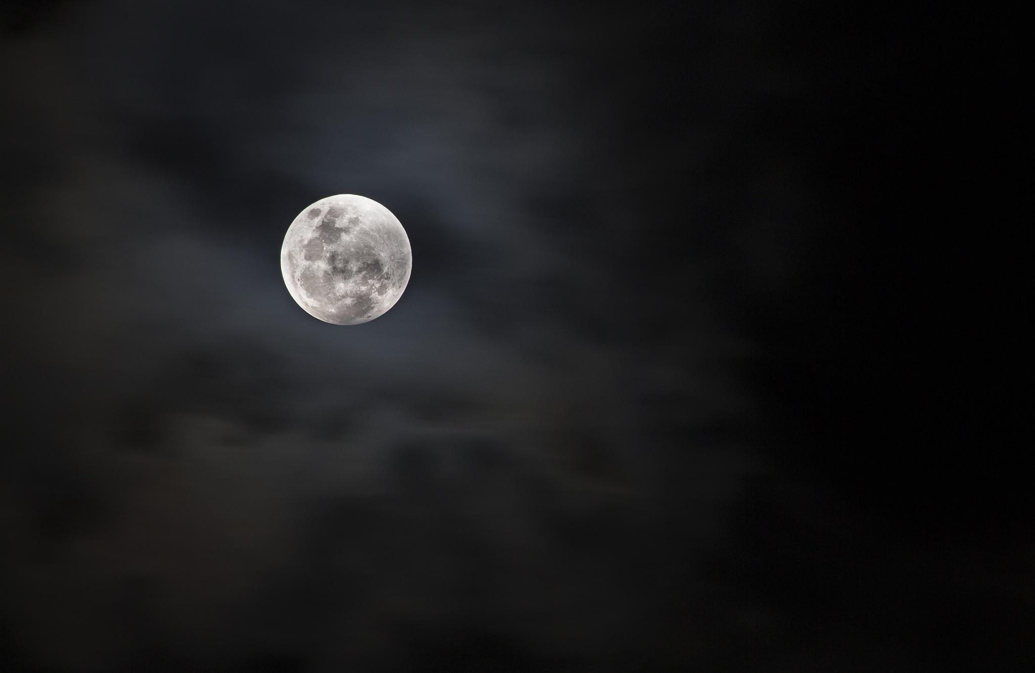 My moon by HPhootoo