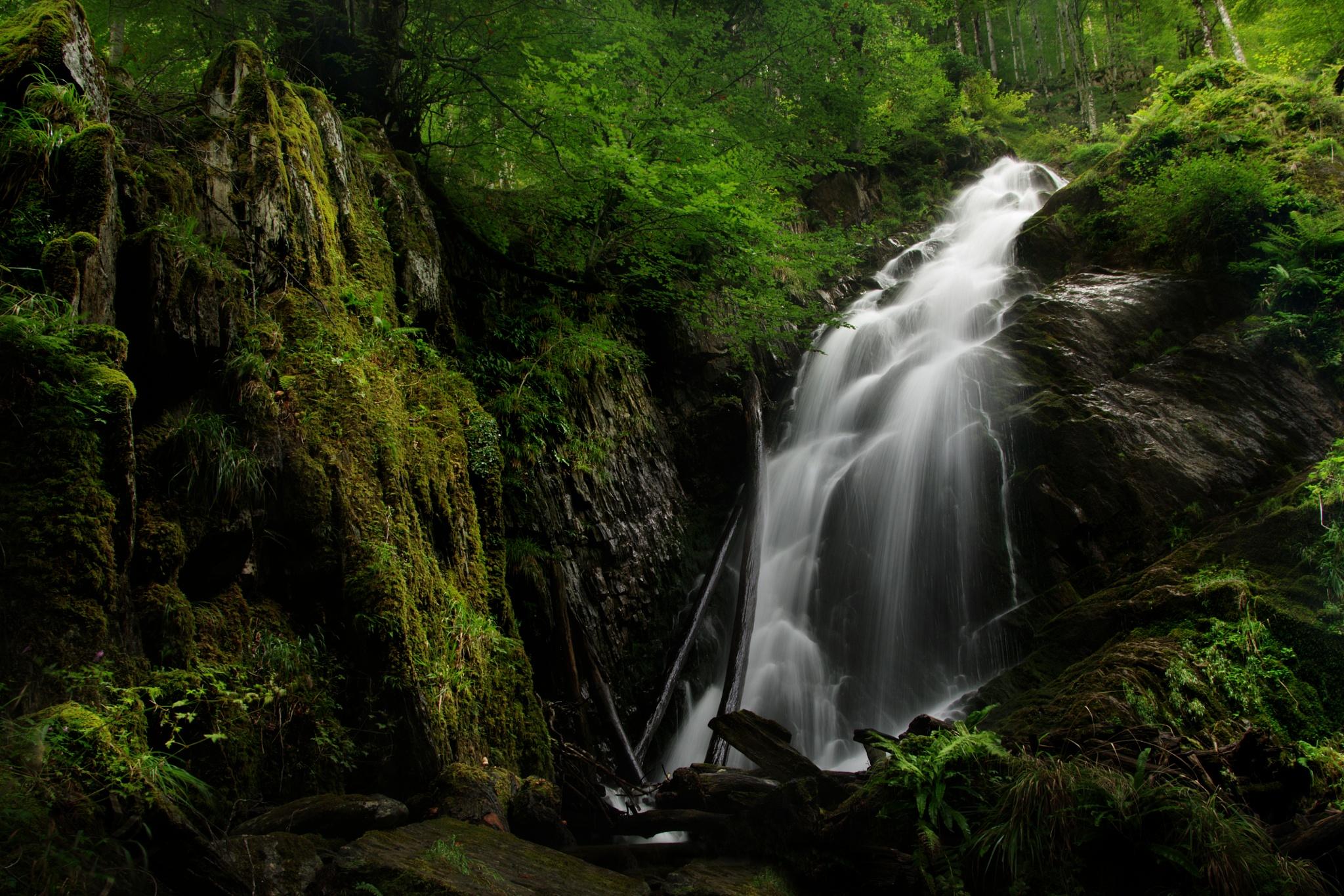 Bibent Waterfall by donlope