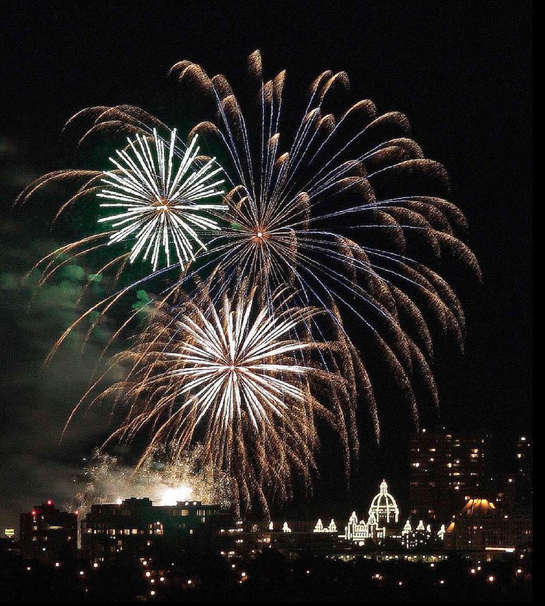 Canada Day FireWorks! by traraw