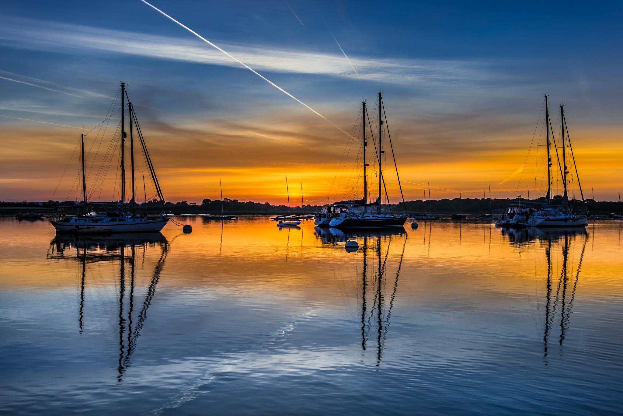 Photo in Landscape #stuartadamsphotography #dawn #boats #seascape #sussex #westsussex
