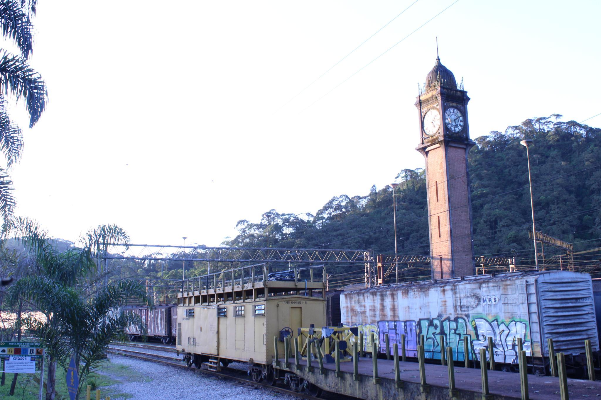 estação de trem .... by Weslley Rodrigues