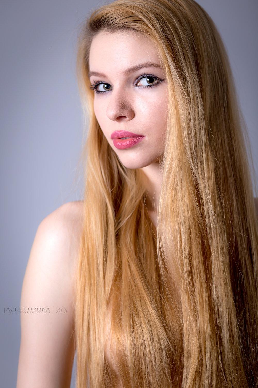 Justyna by Jacek Korona