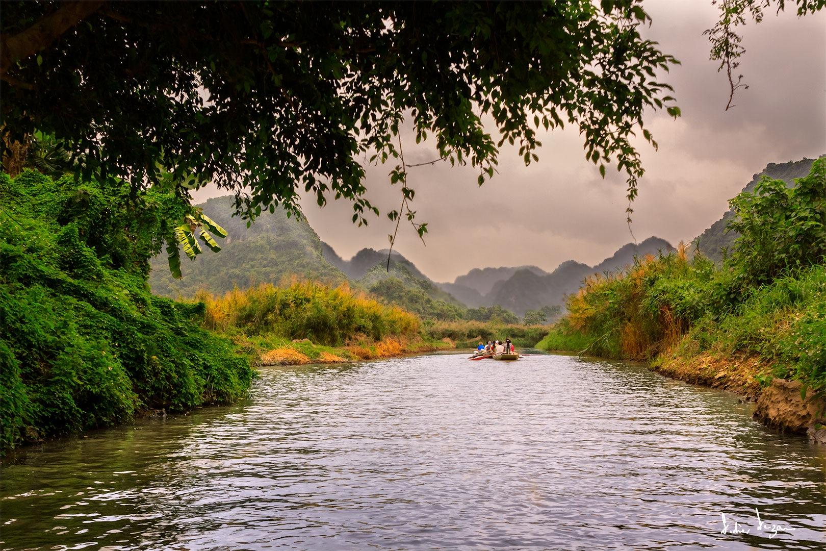 Ninh Binh Promenade .....  by DidierDEZAN