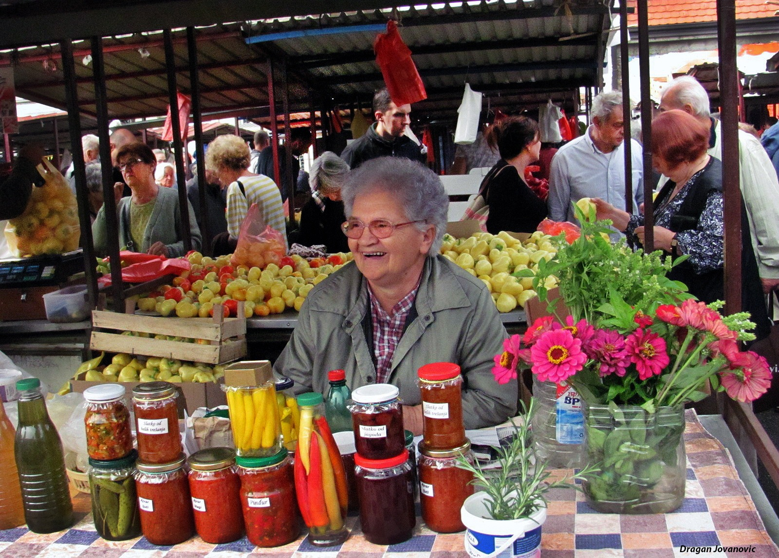 OLD WOMEN WITH HEALLTY FOOD by espanol1950
