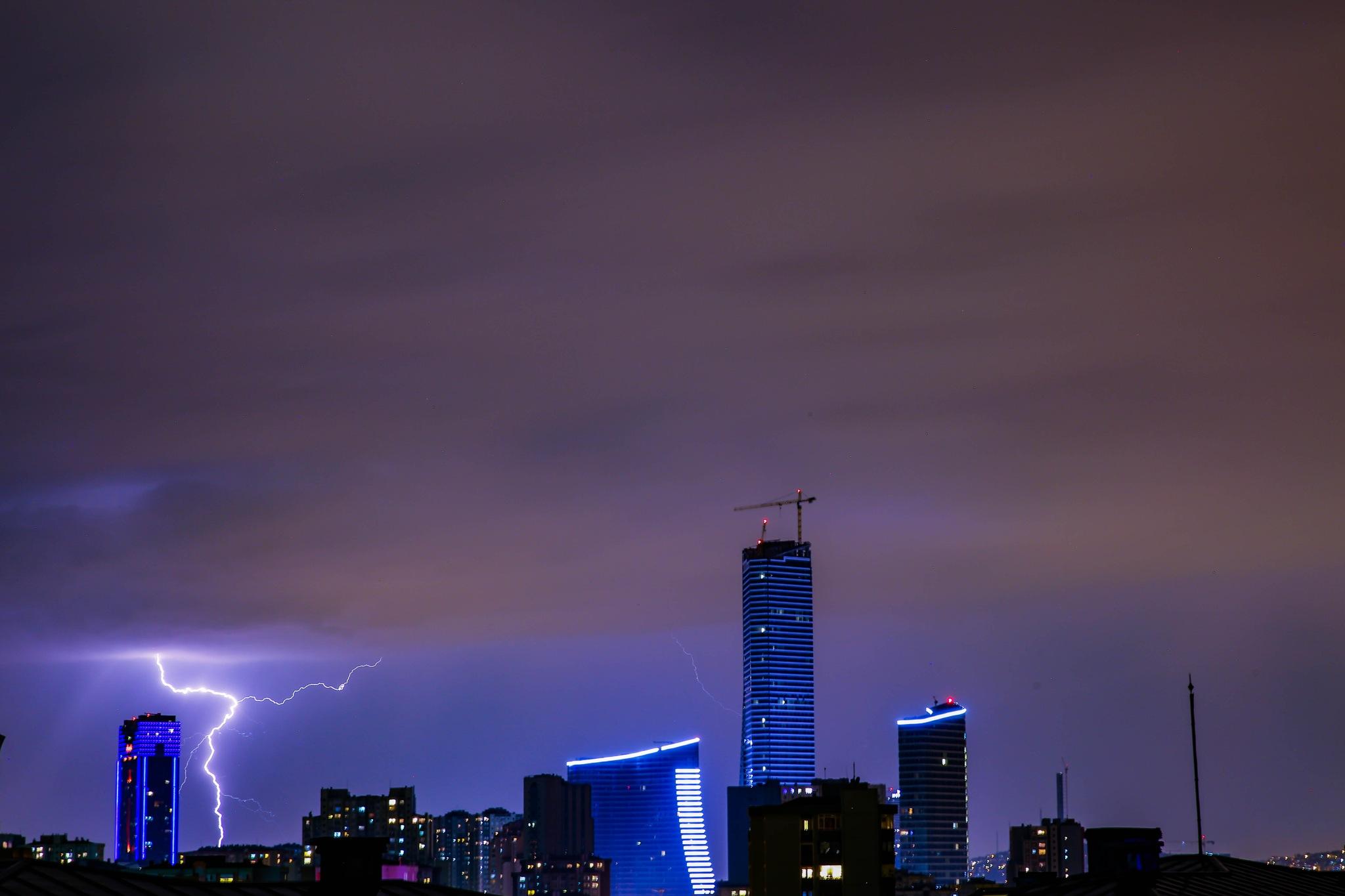 Lightning in Istanbul by hbilgen