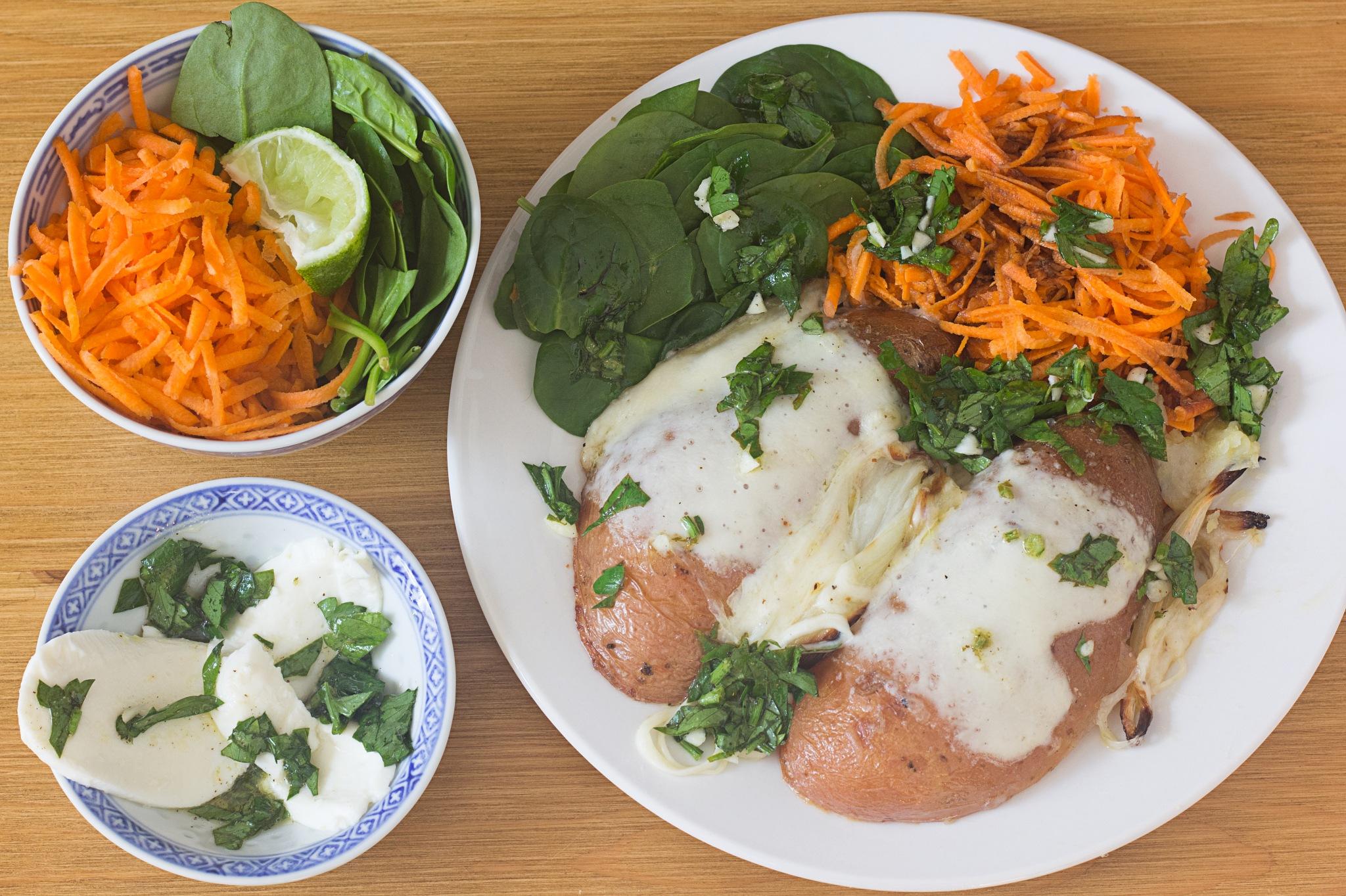 Pommes de terre hasselback à la mozzarella, gremolata et salade de carottes by Franck Rouanet