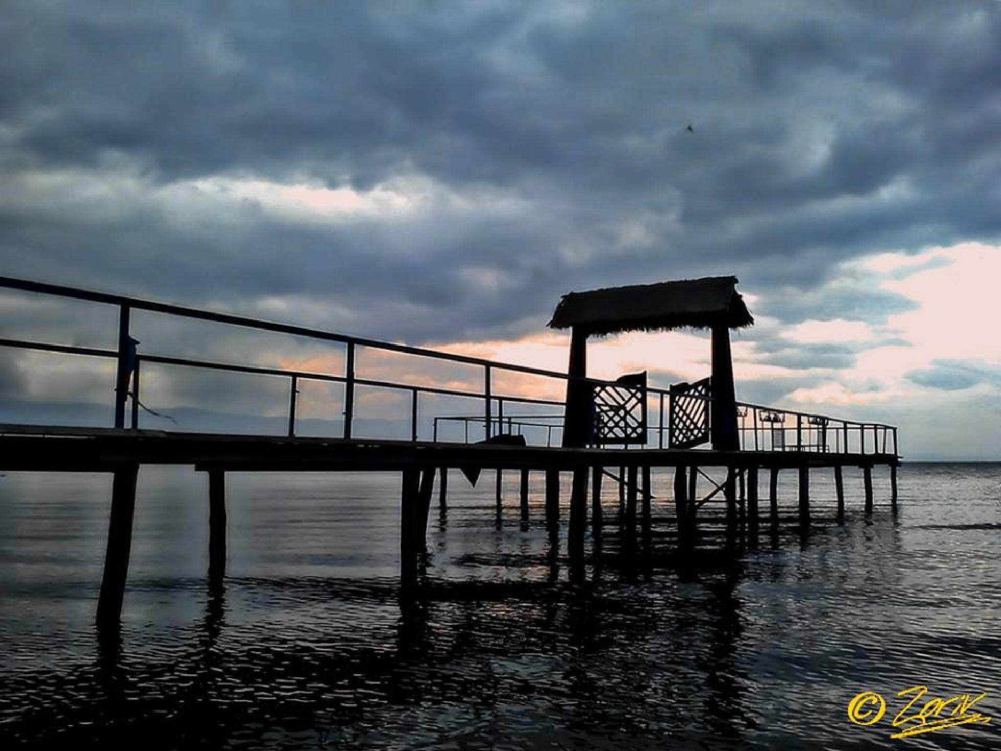 The pier  by zoriv