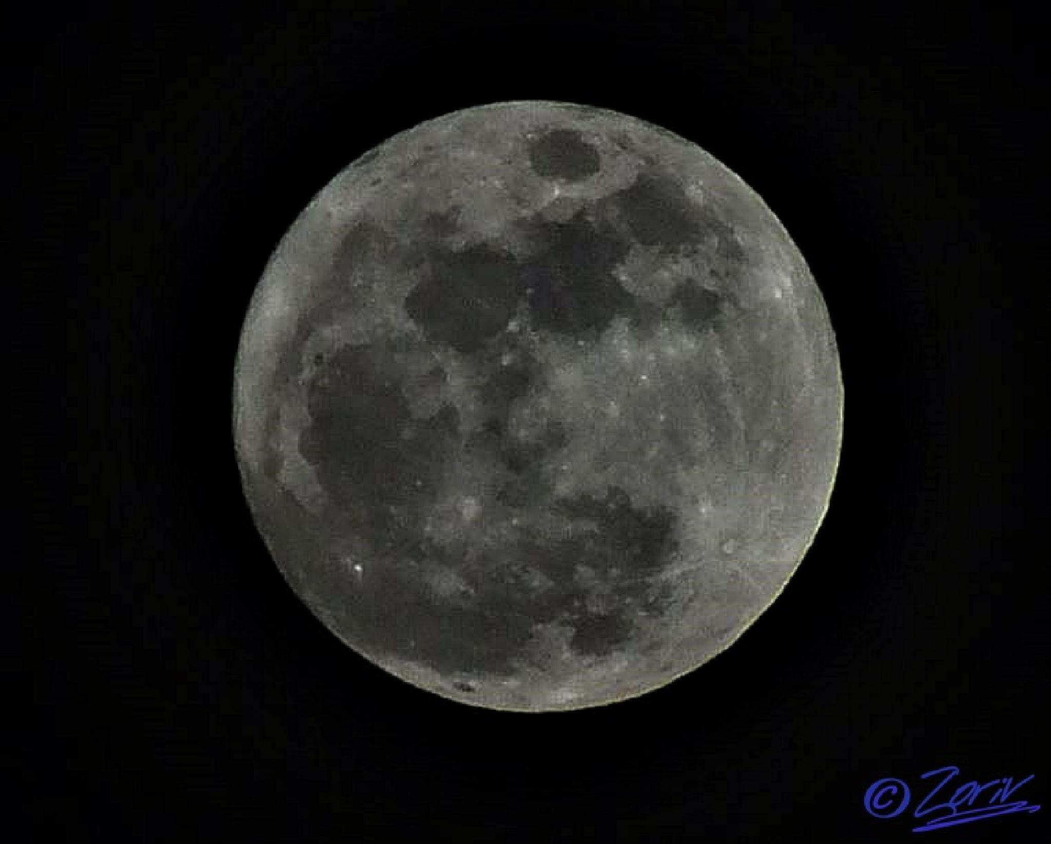 The full Moon 100% illuminated right now ( February 3, 2015) at 19:45 (CET) by zoriv