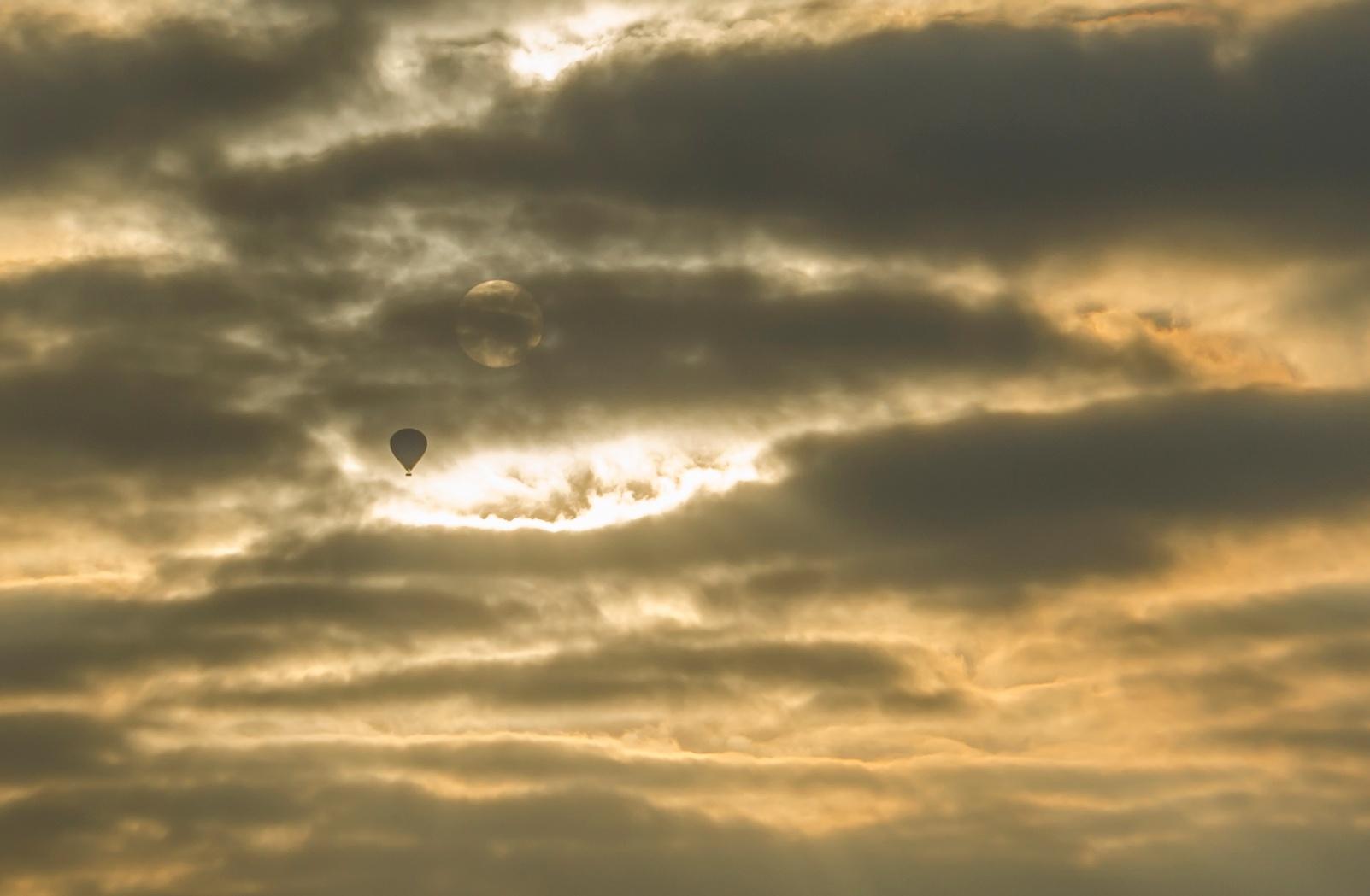 Hot air balloon. by DAS