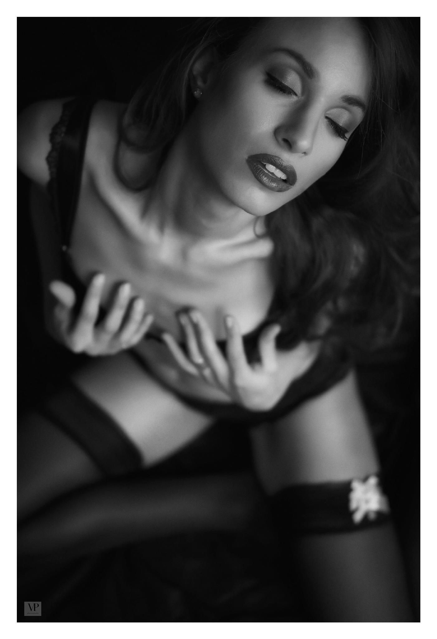 la femme by                         Vassilis Pitoulis     @vpitoulis