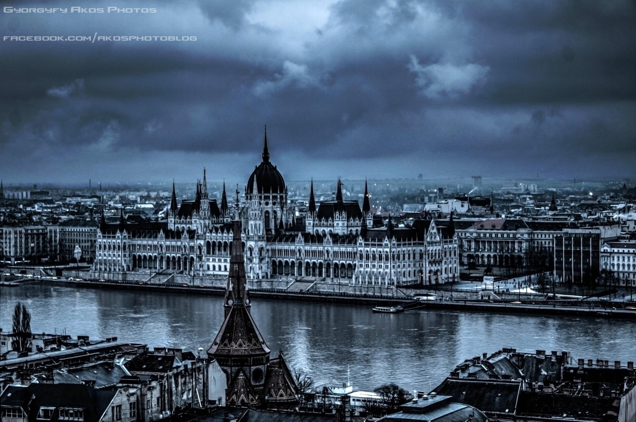 Budapest at storm by Györgyfy Ákos