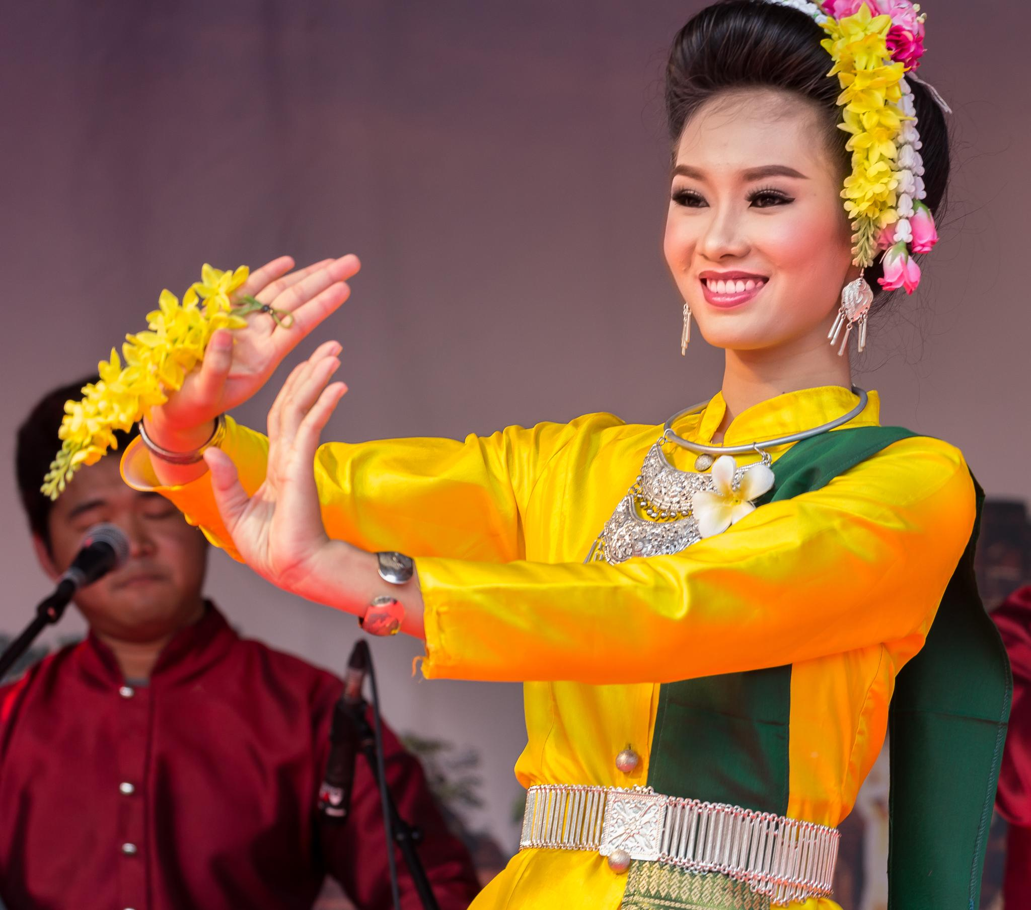 Thai dancer by Ronny Andries