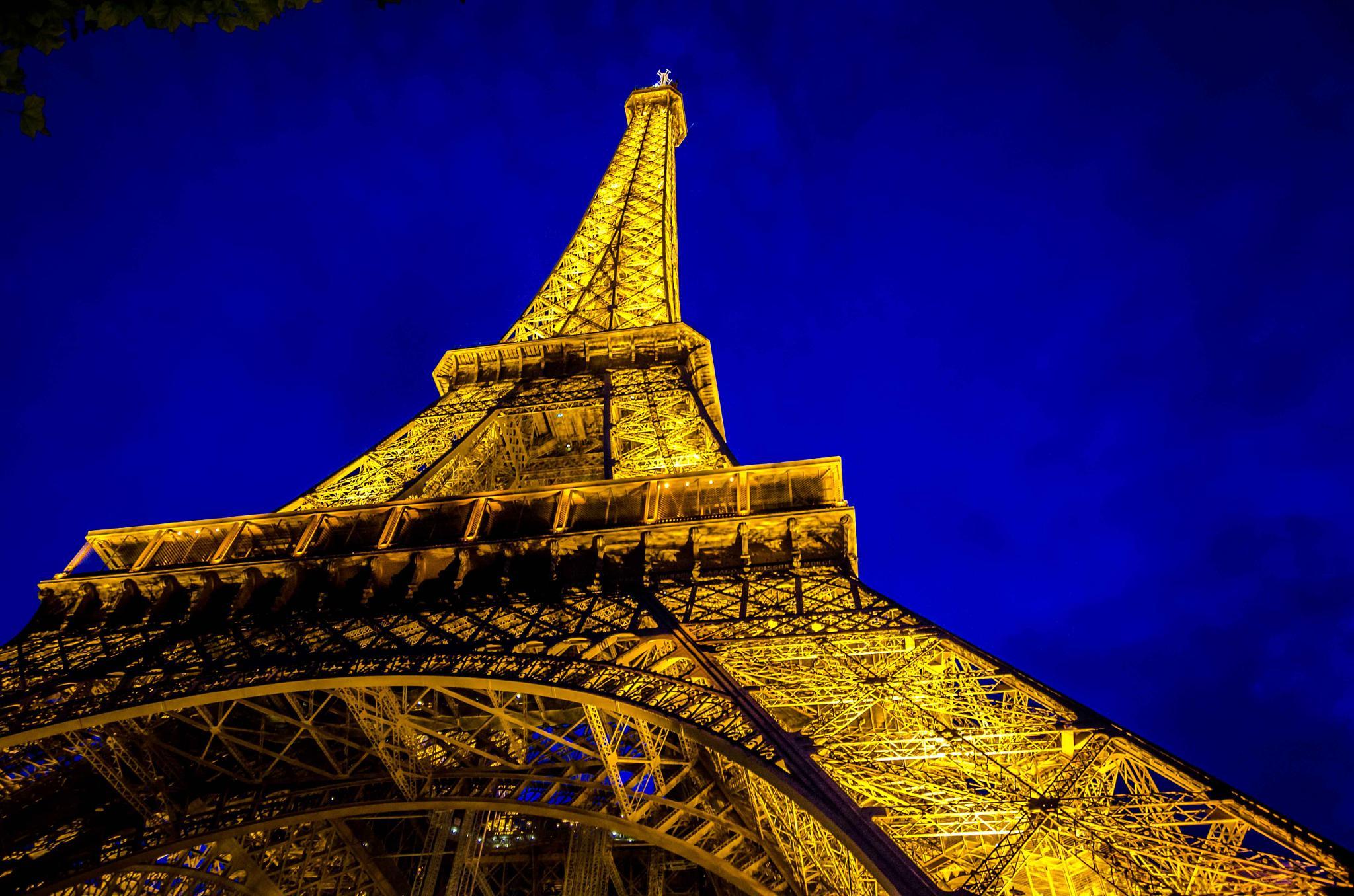 Eiffel Tower by GreenGhost