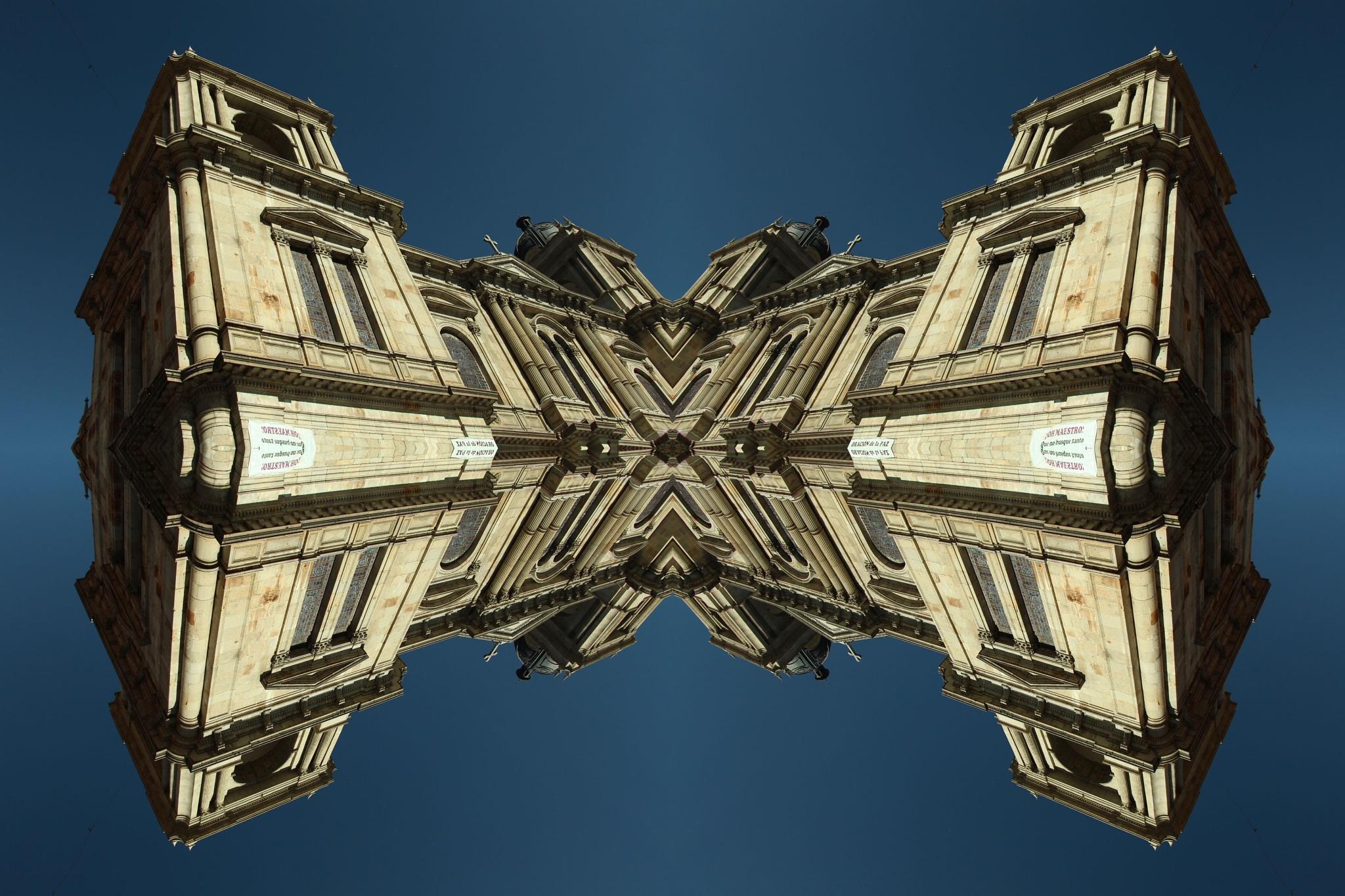 MIRRORS Catedral La Paz by BrandHaus