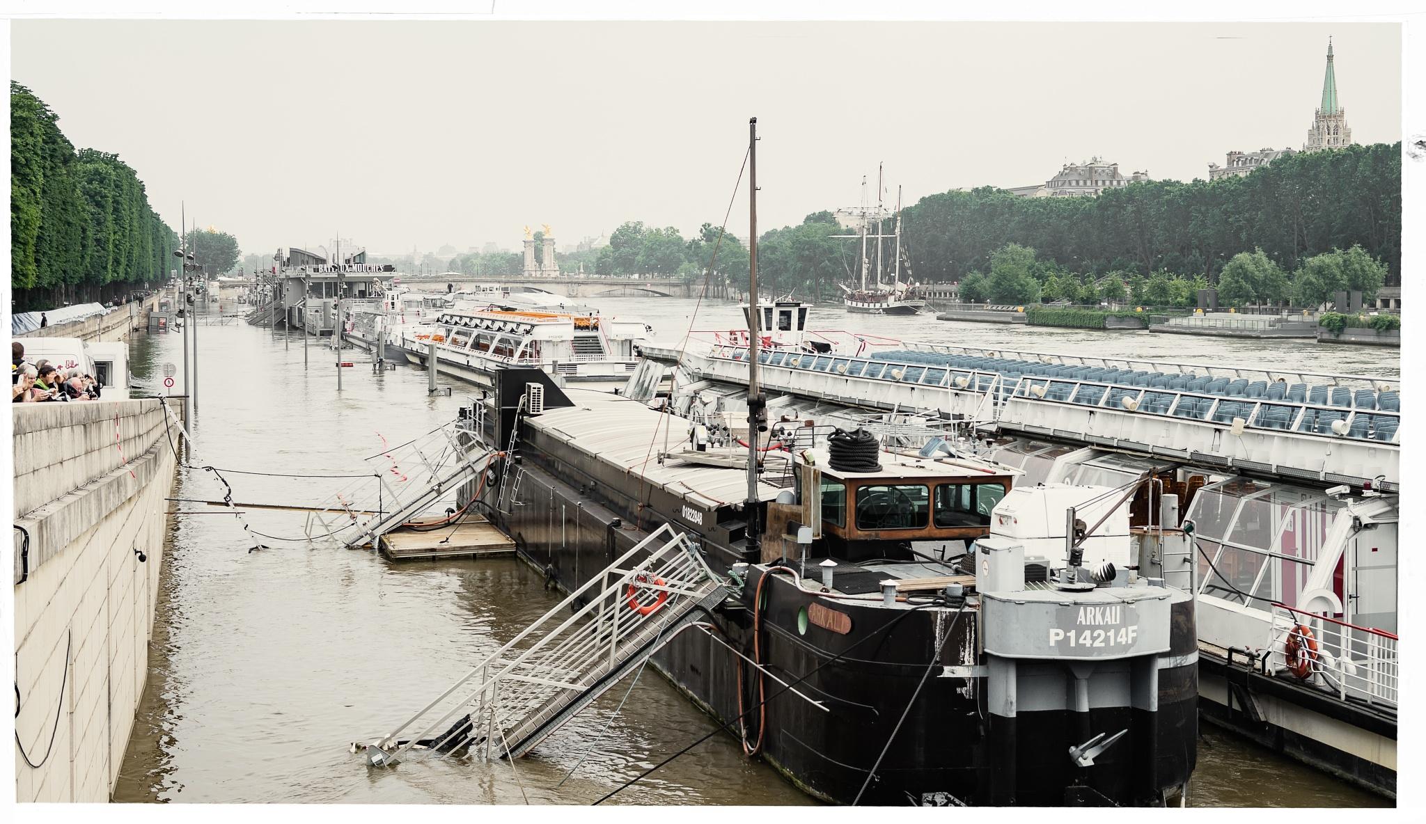 "Paris flooding : ""bateaux-mouche"" stranded, and a three master by Martine de Lajudie"