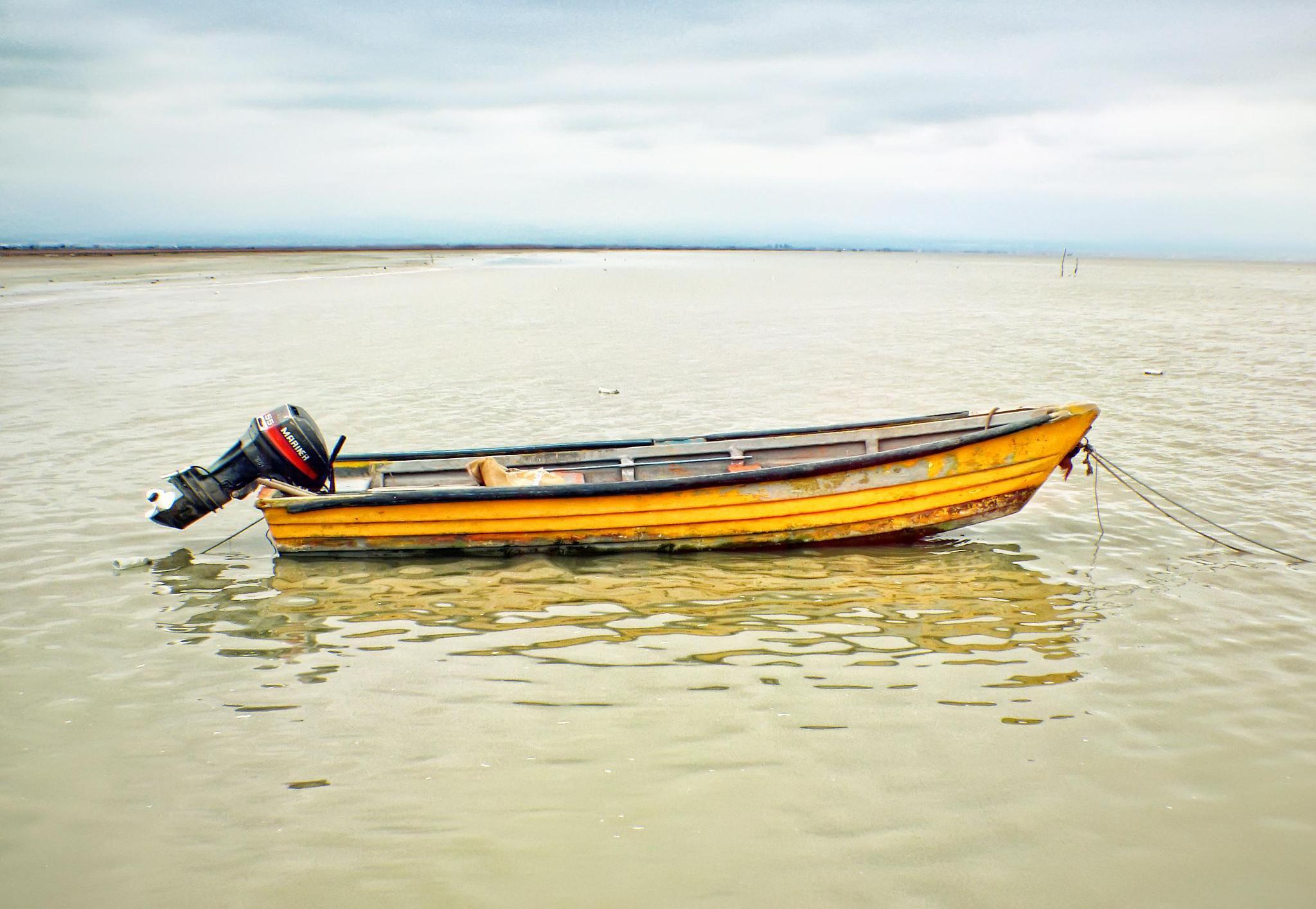 Boat on the sea-قایق بر روی دریا by sahand mohammadzad