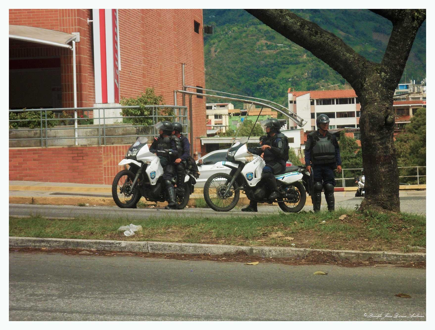 represión...... by Rodolfo José Durán Arellano