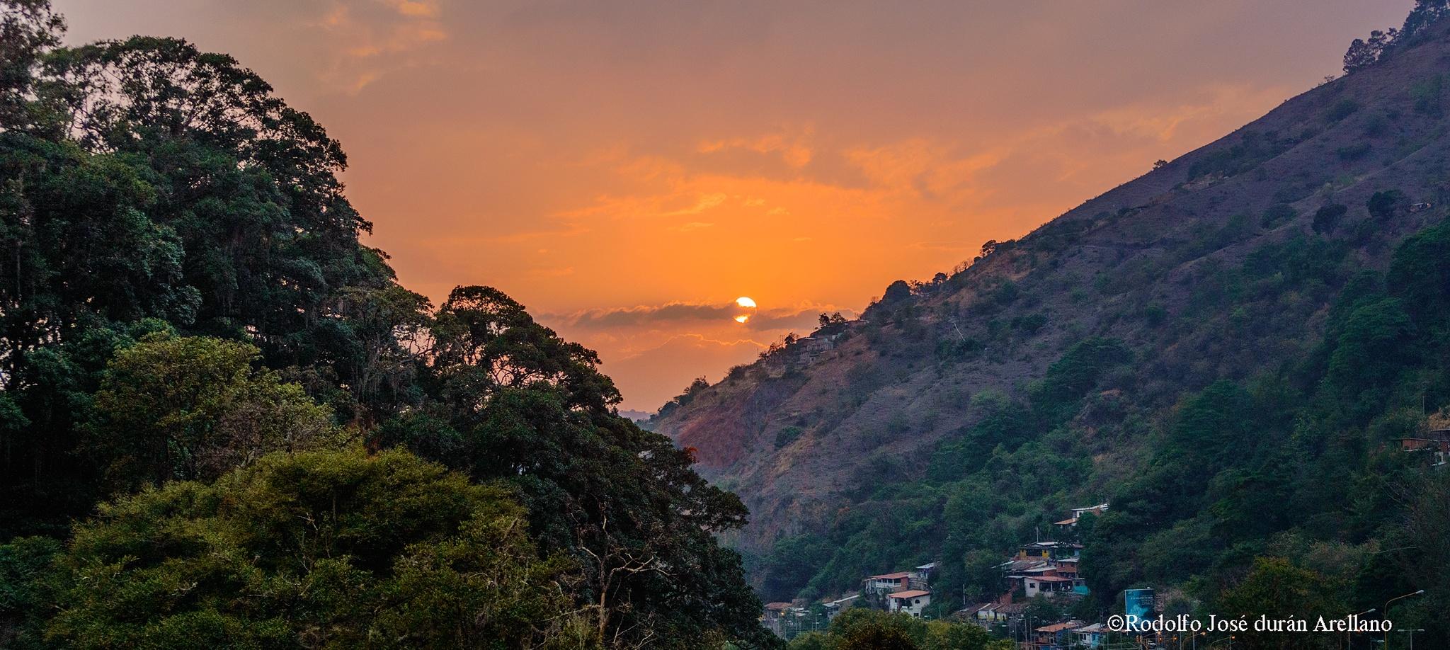 entre montañas..... by Rodolfo José Durán Arellano