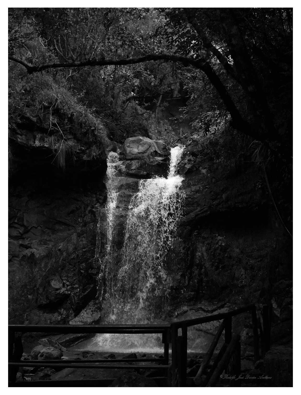 pequeña cascada 2...... by Rodolfo José Durán Arellano