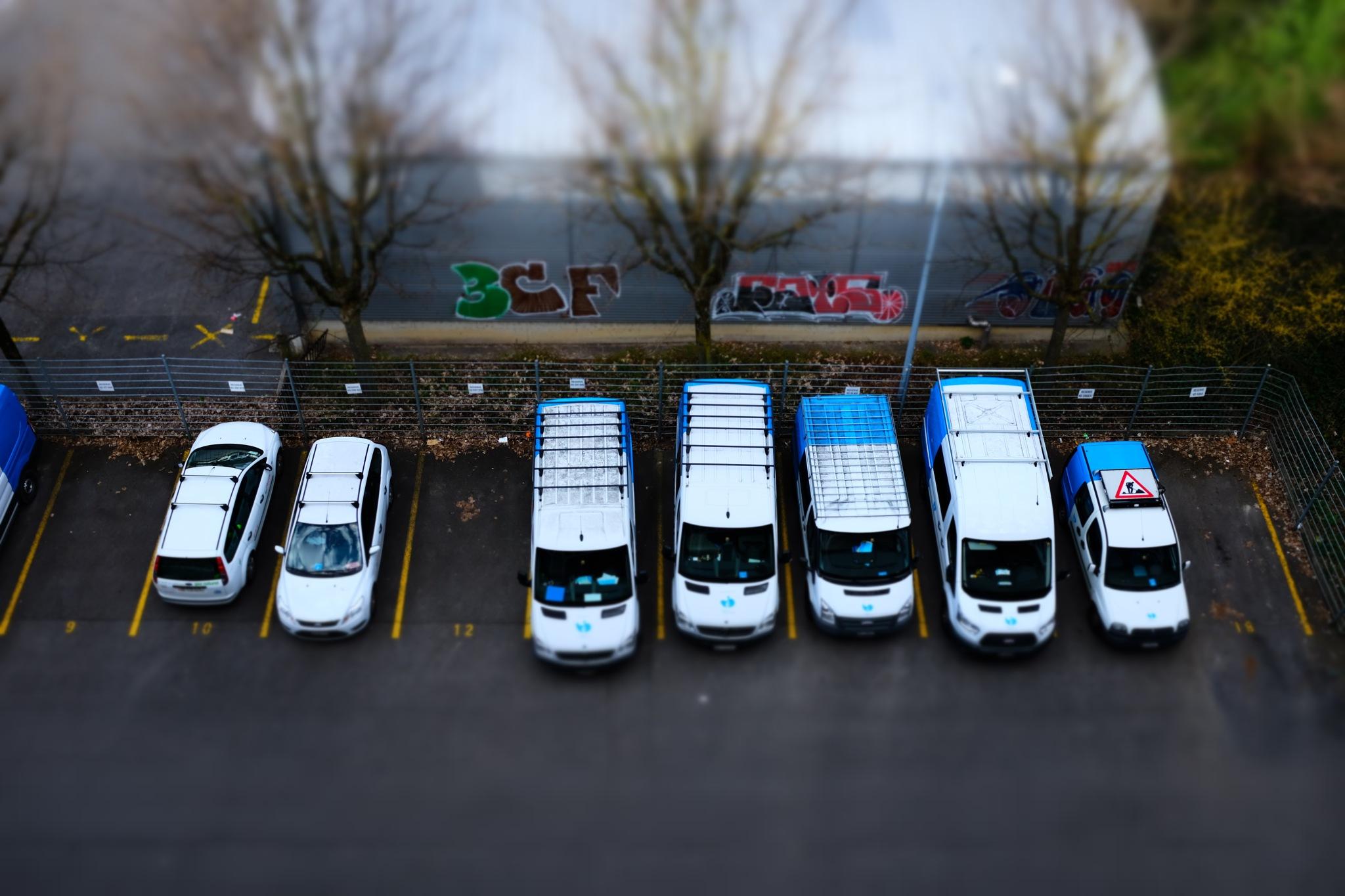 Mini Vans by Cris Estalayo