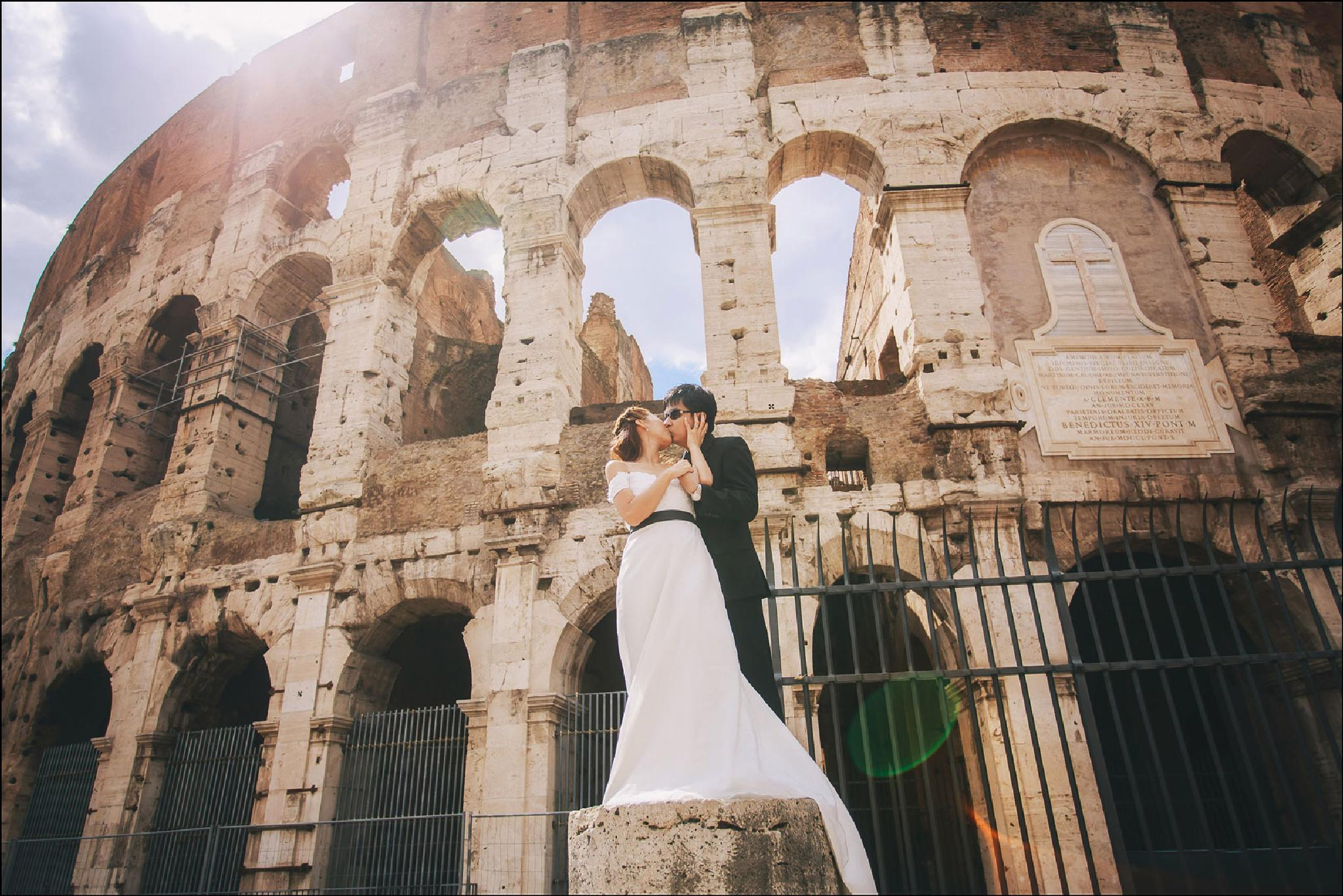 man with Rayban's at the Colosseum  by vinion