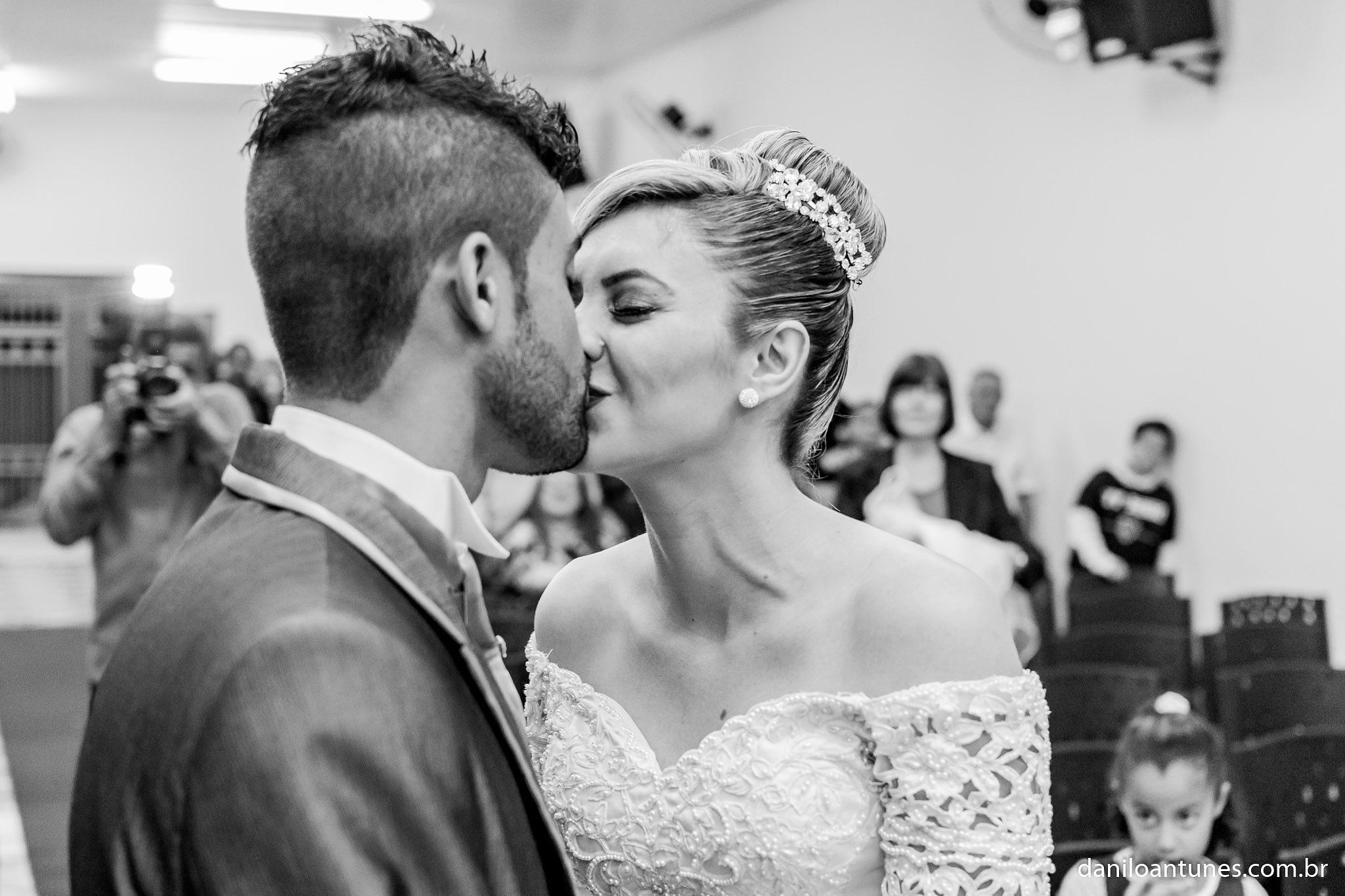 Wedding Kiss Estela & Lucas by Danilo Antunes