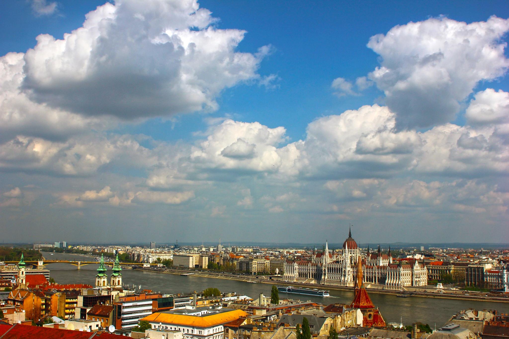 Budapest by Kovács Péter