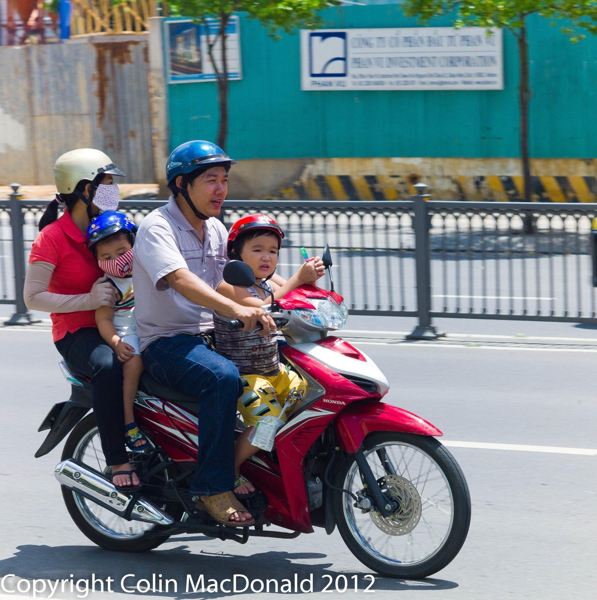 Family Outing - HoChiMinh City by escargo2k