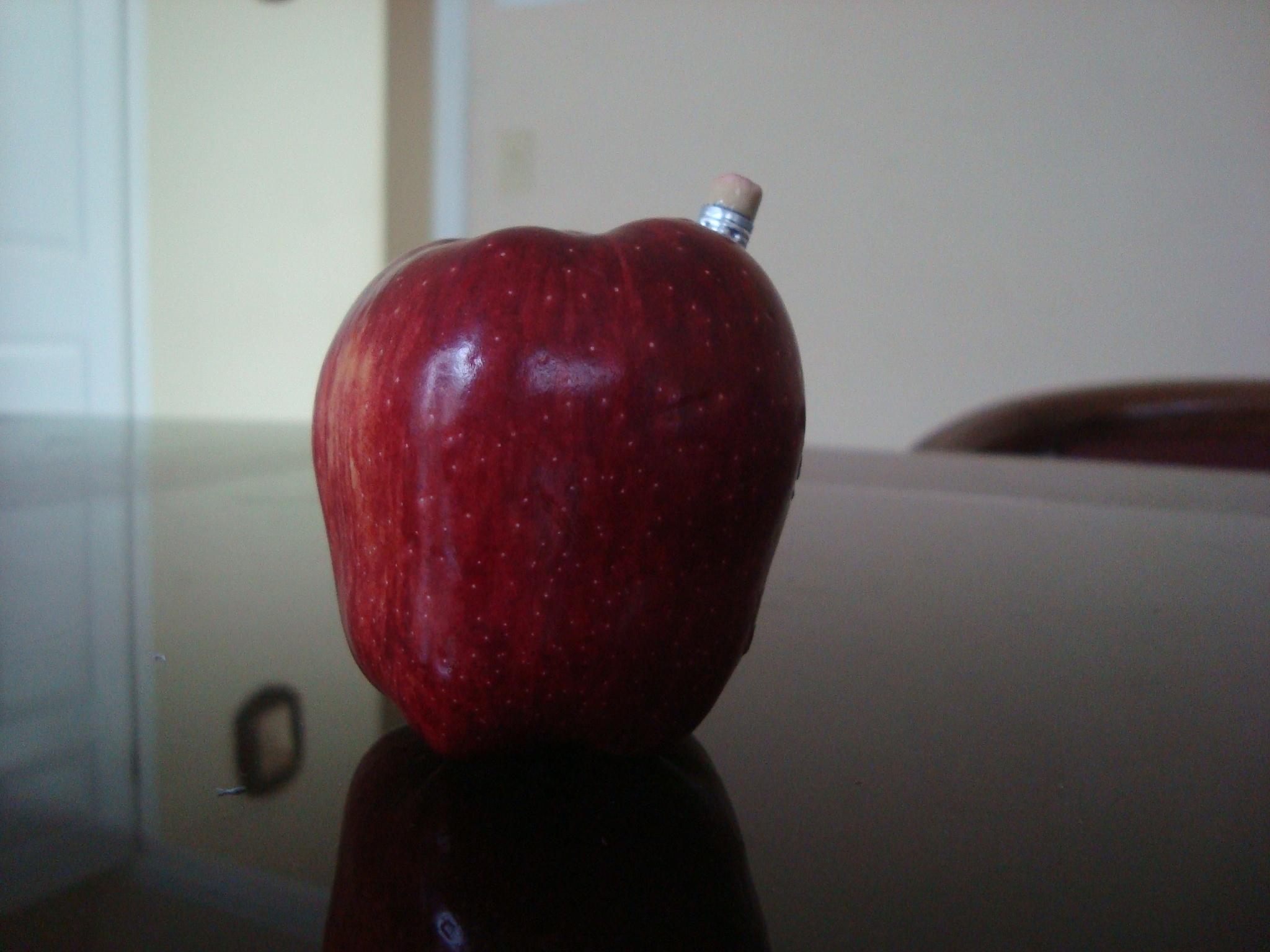 Apple by Nahtepanou