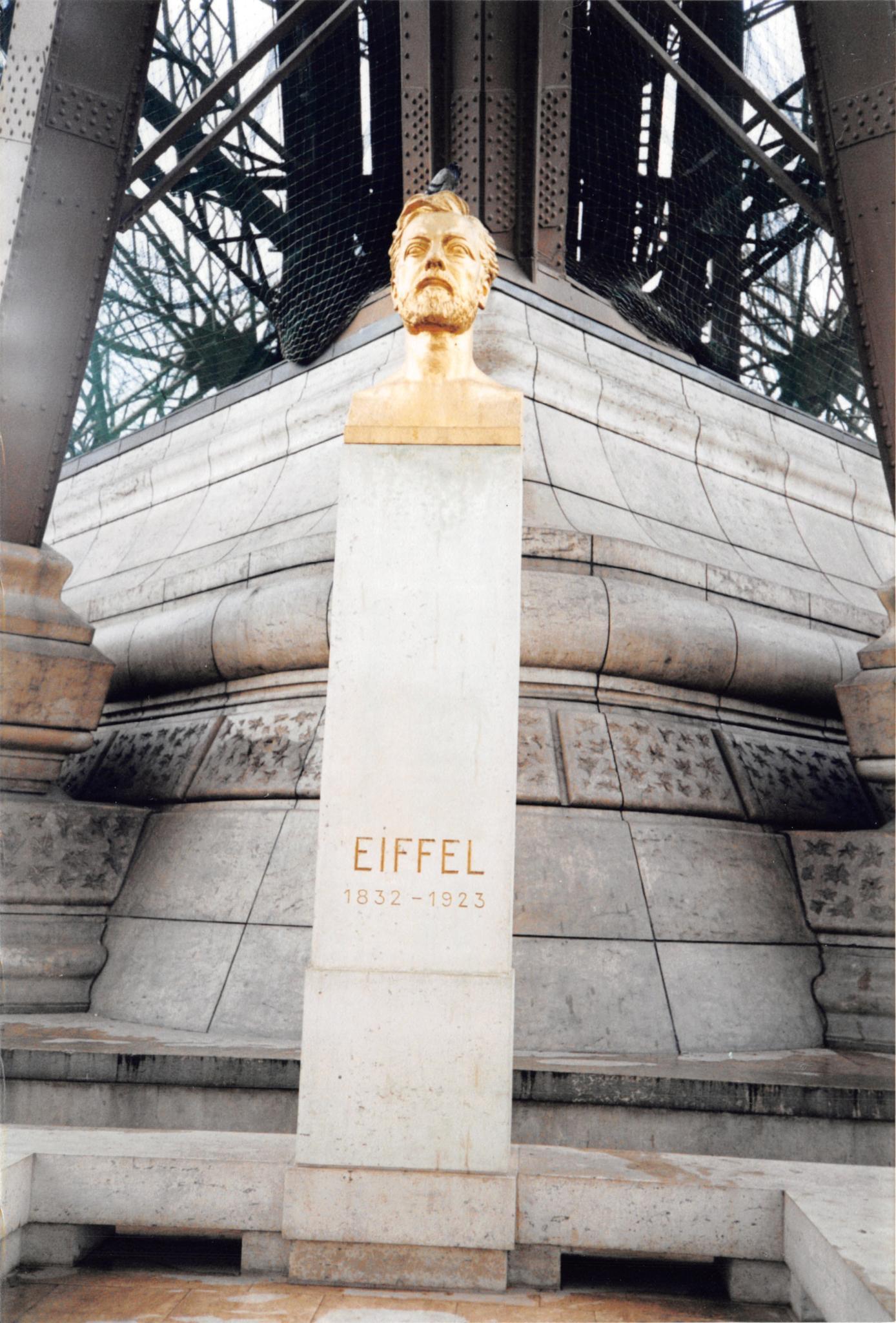 Eiffel Monument by John Schneyer
