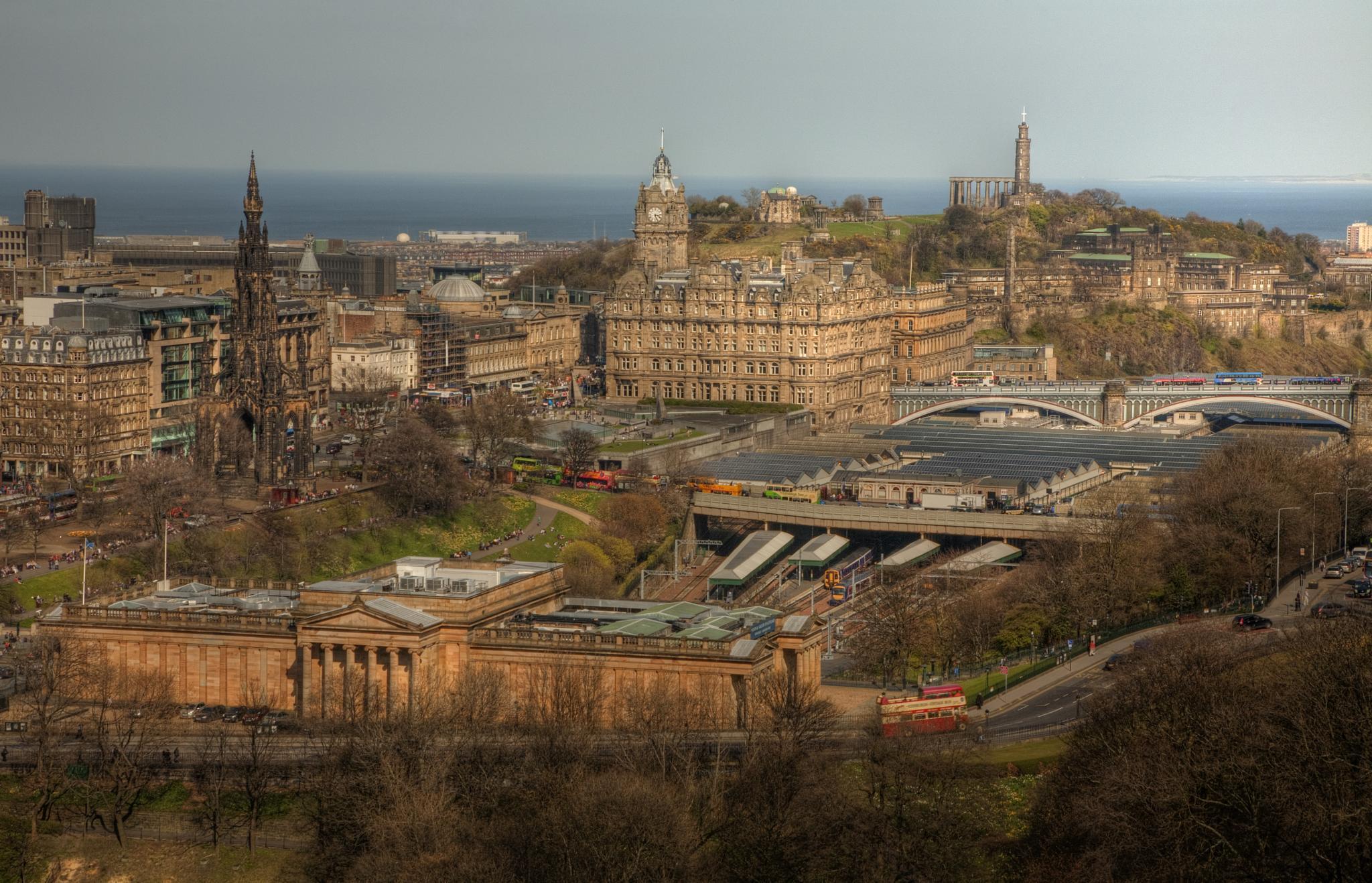 Edinburgh by Peter Ellison