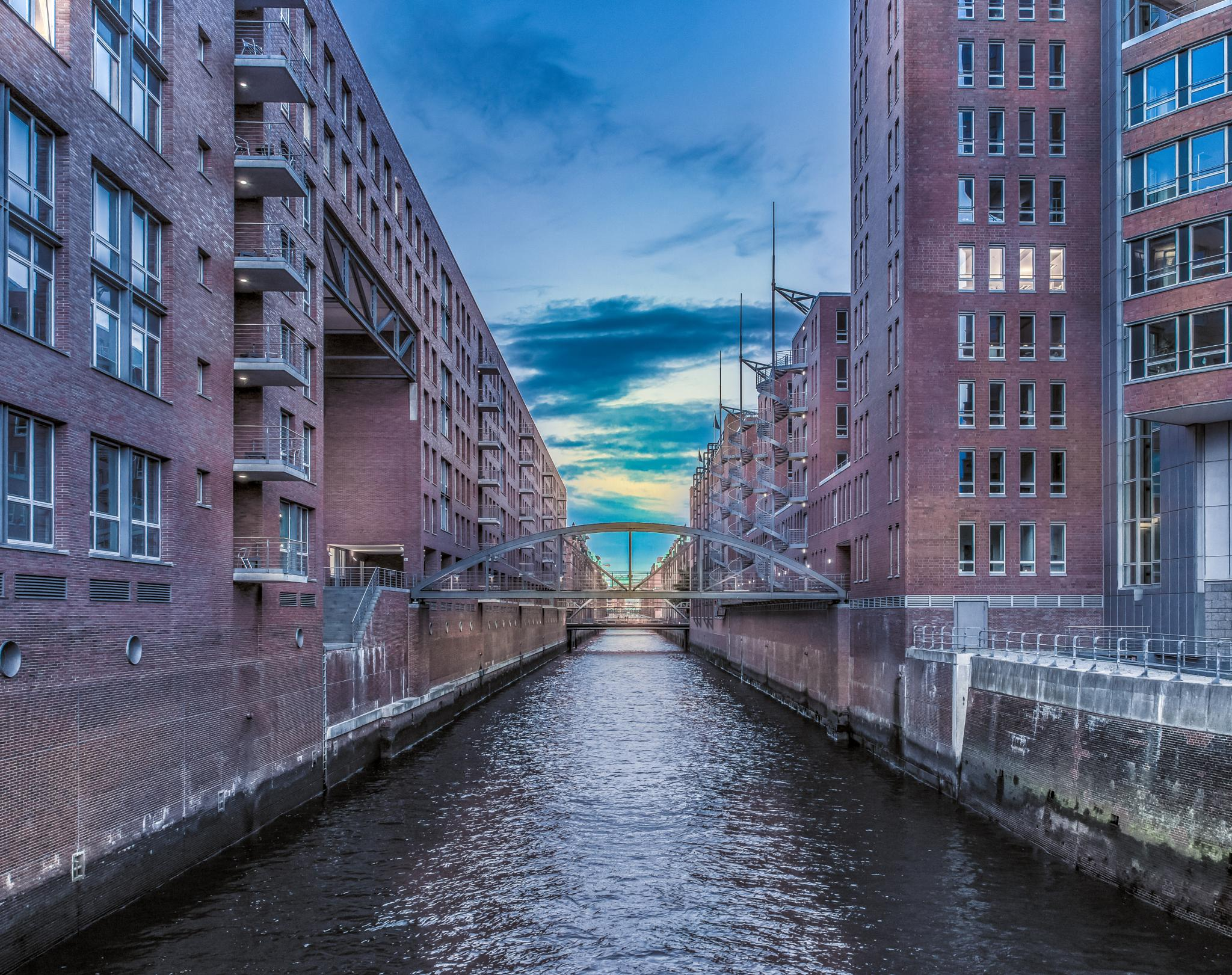 Hamburg - the 24mm challenge by Jens Walter