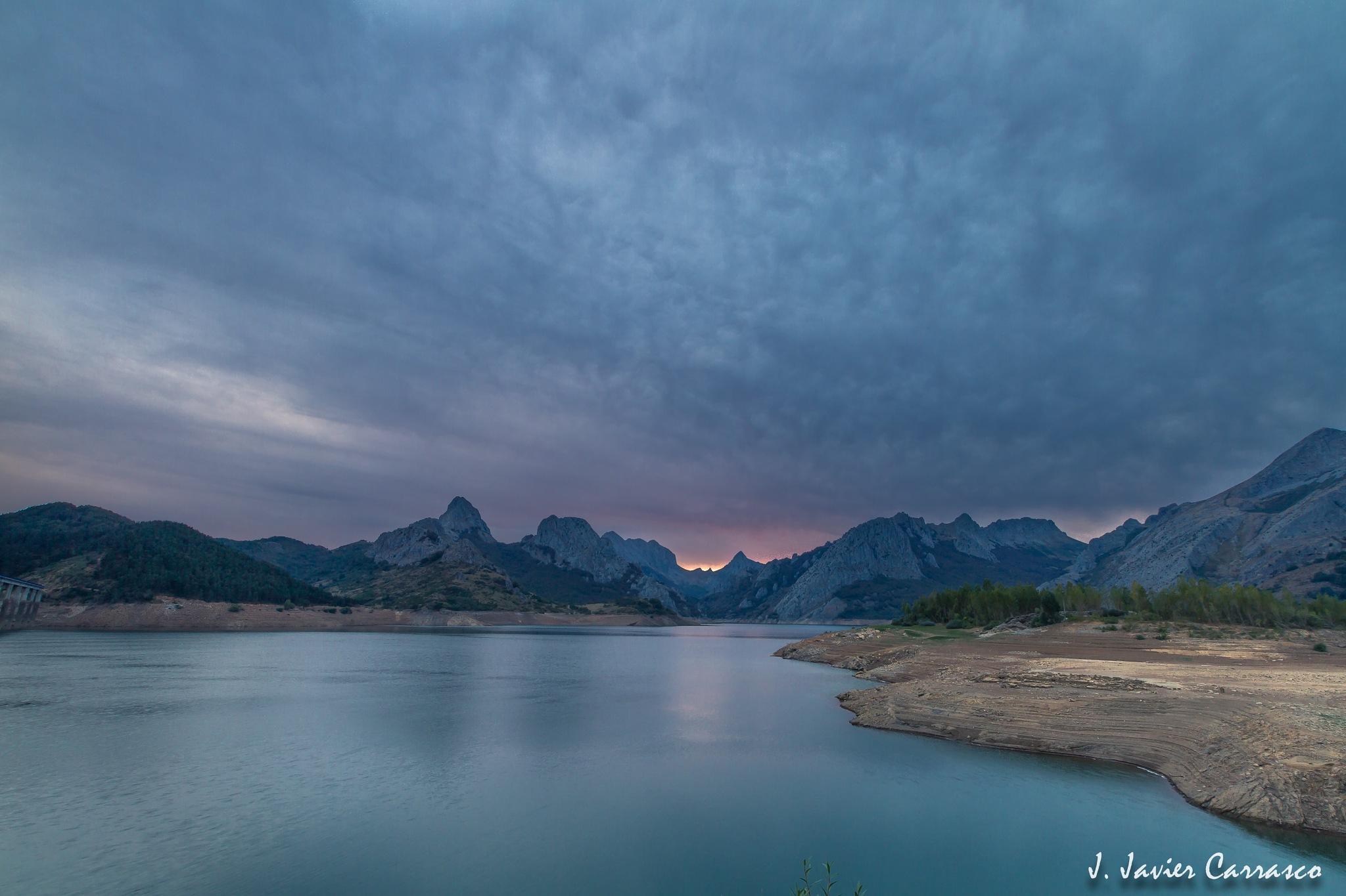 In the reservoir by J Javier Carrasco