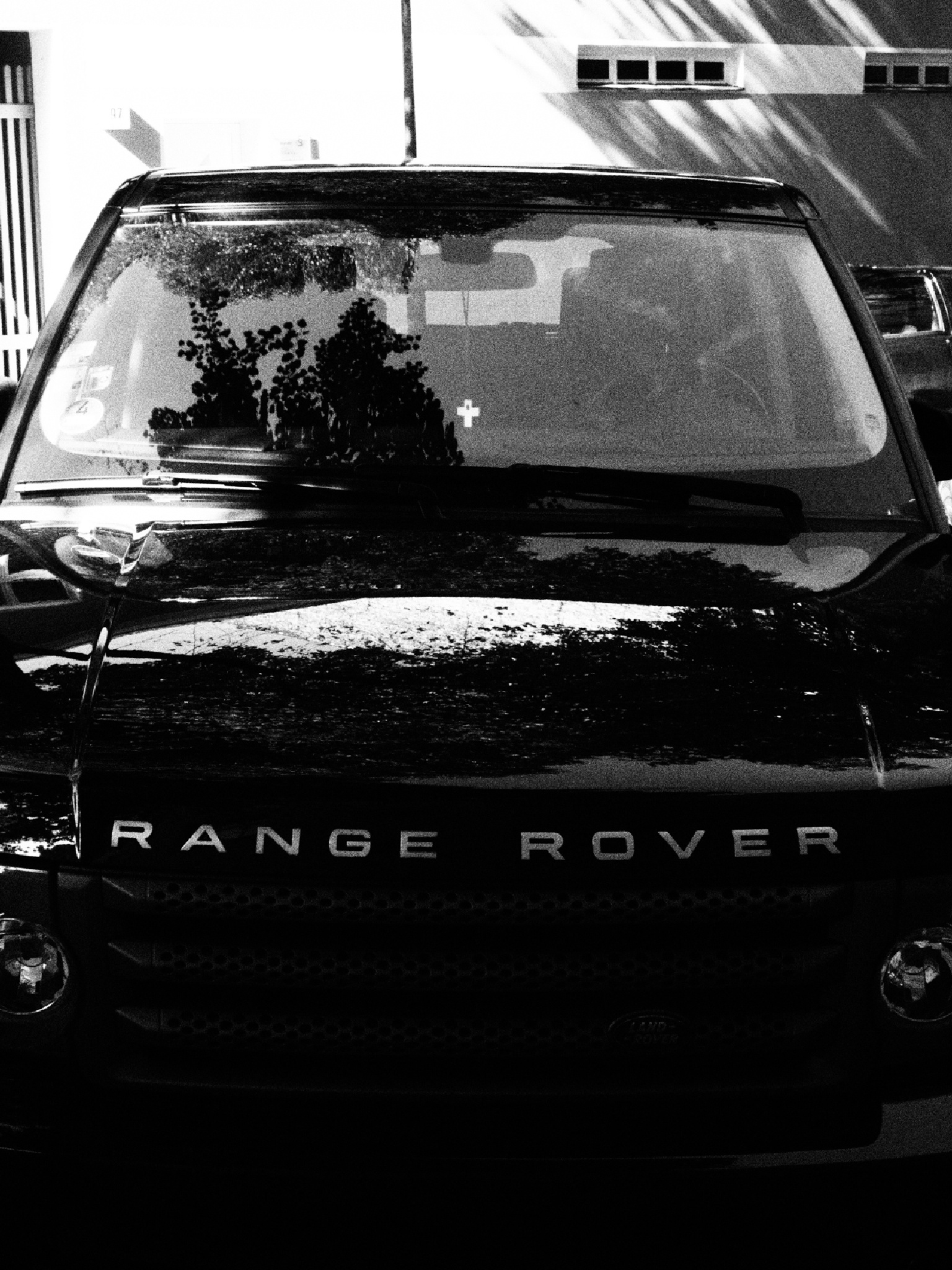 range rover and a cross by Cit Pelo