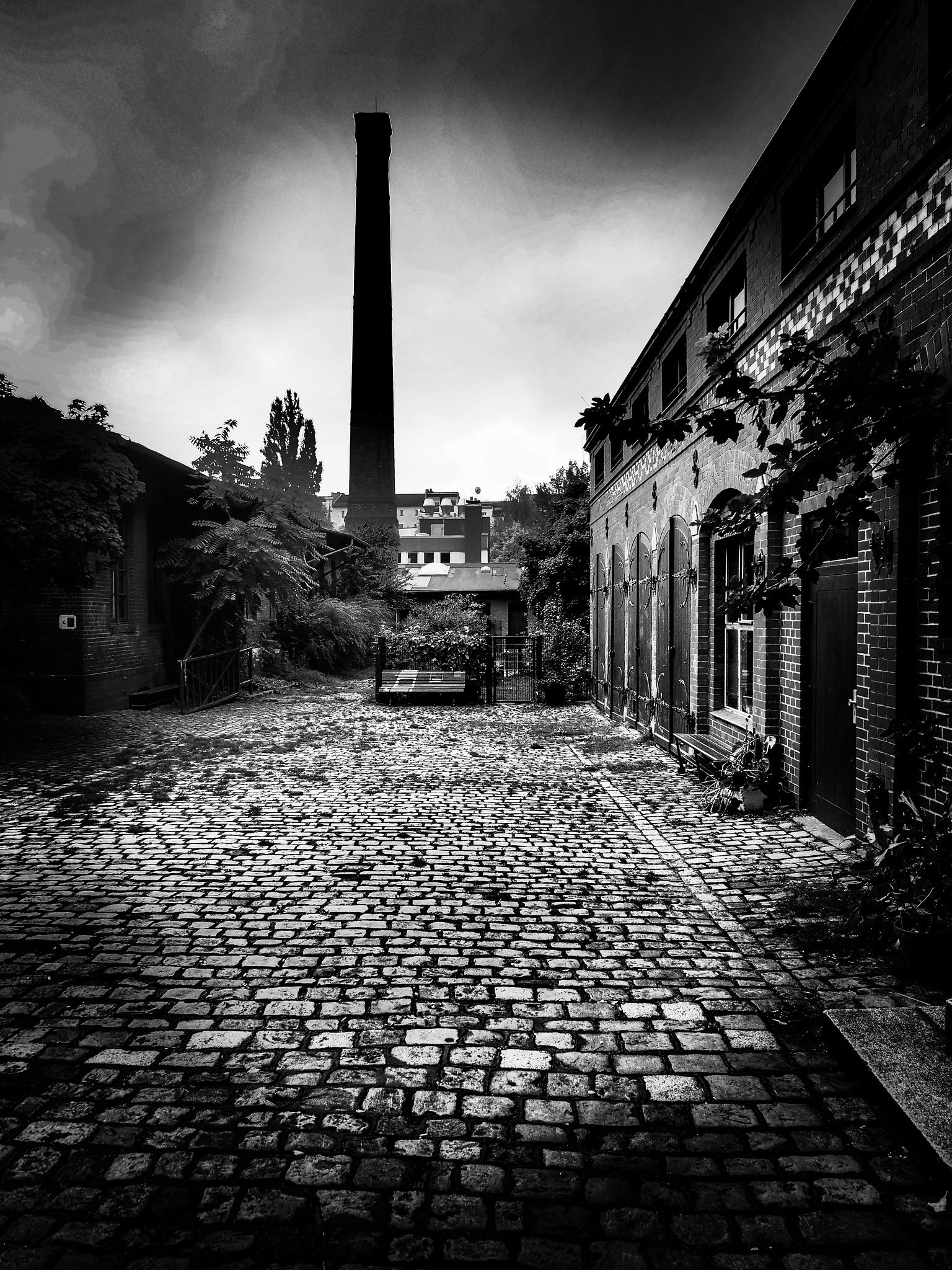 hinter hof fabrik by Cit Pelo