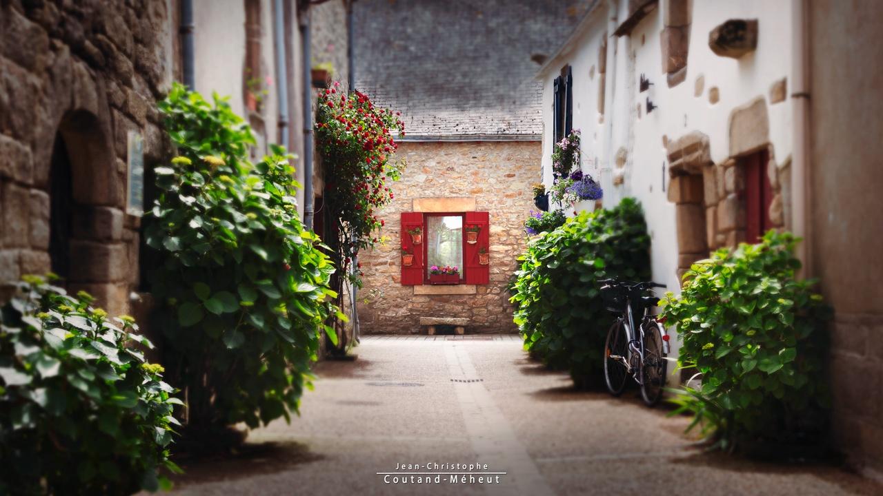 La maison aux volets rouges by JCCOUTANDMEHEUT