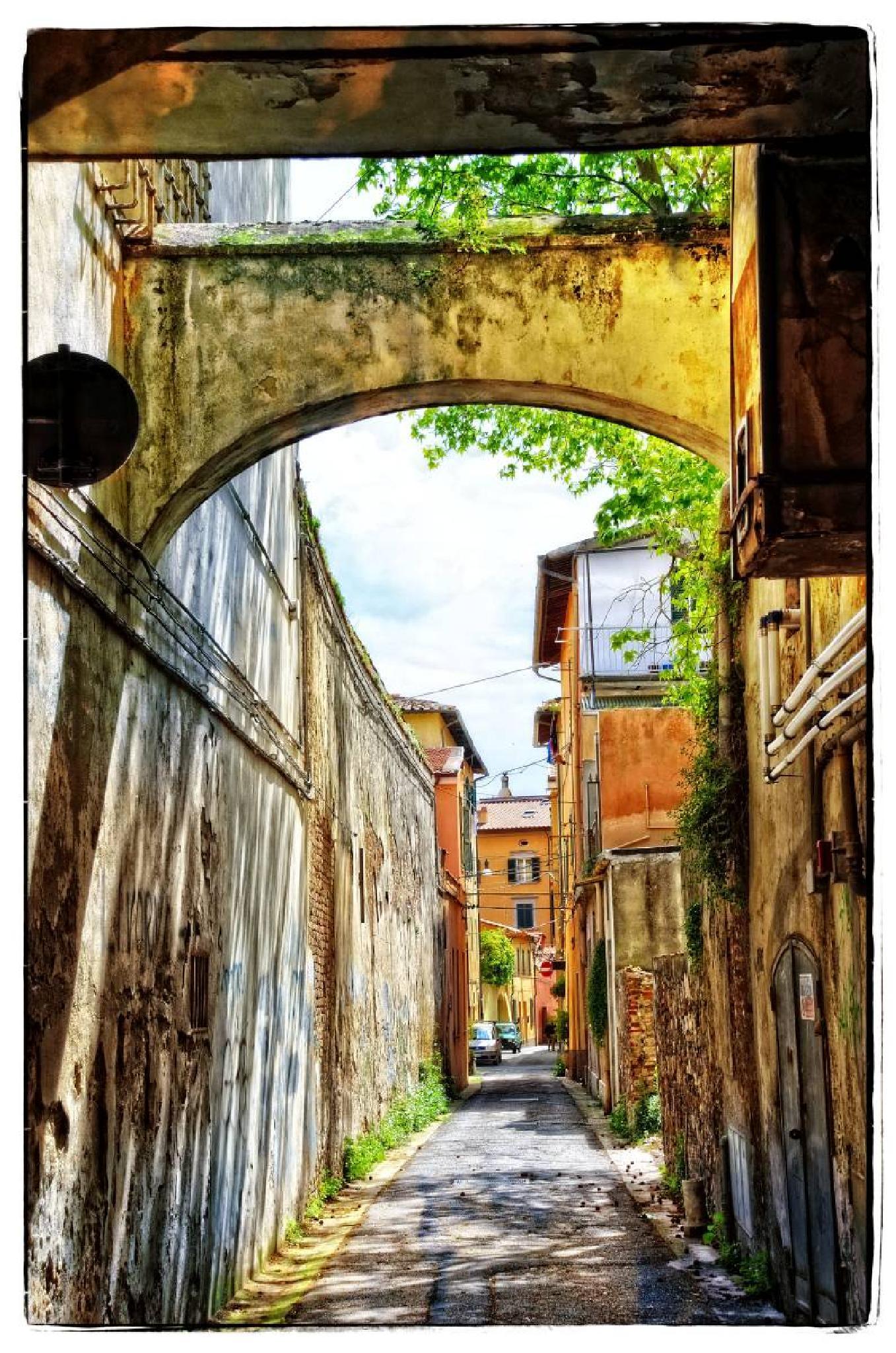Narrow street by svetico