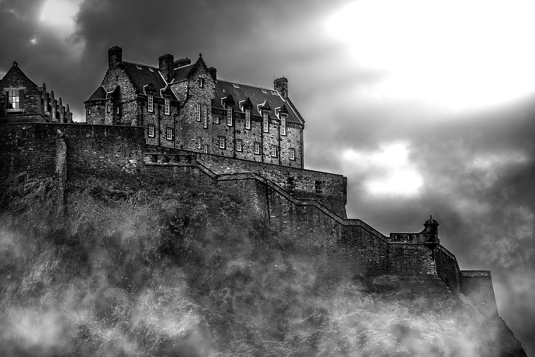 Edinburgh Castle B&W by Peter Schlyter