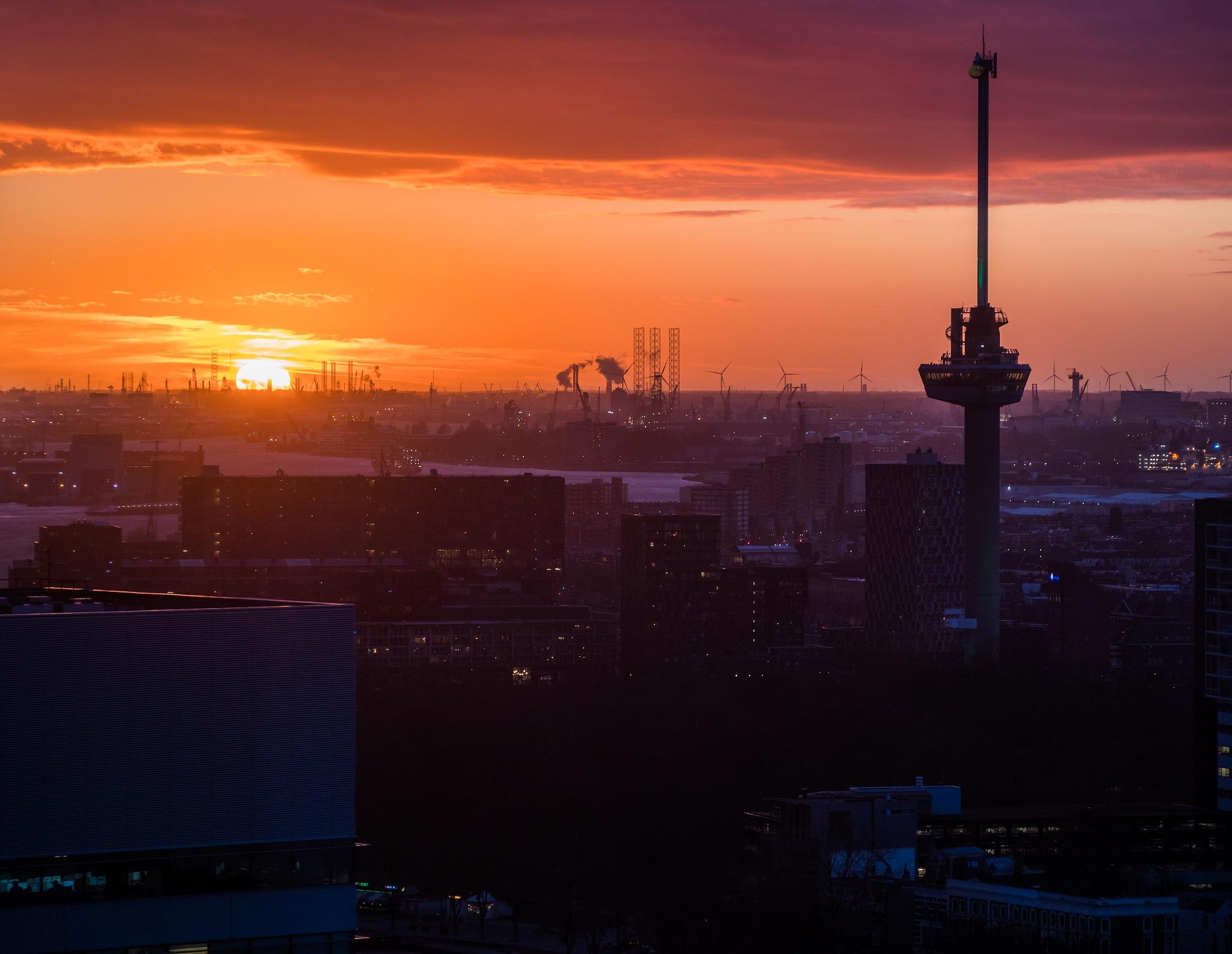 Rotterdam sunset by DavidZisky