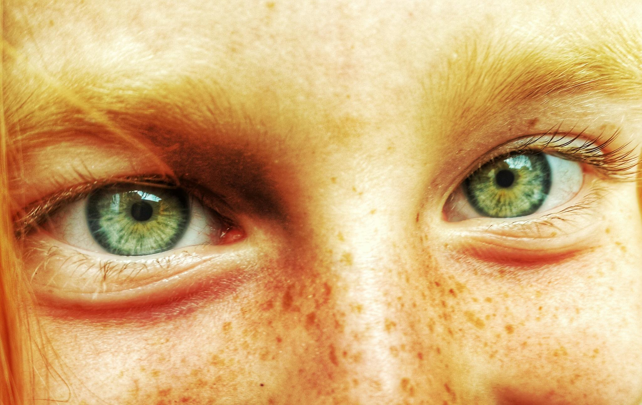 Green eyes by fccrous