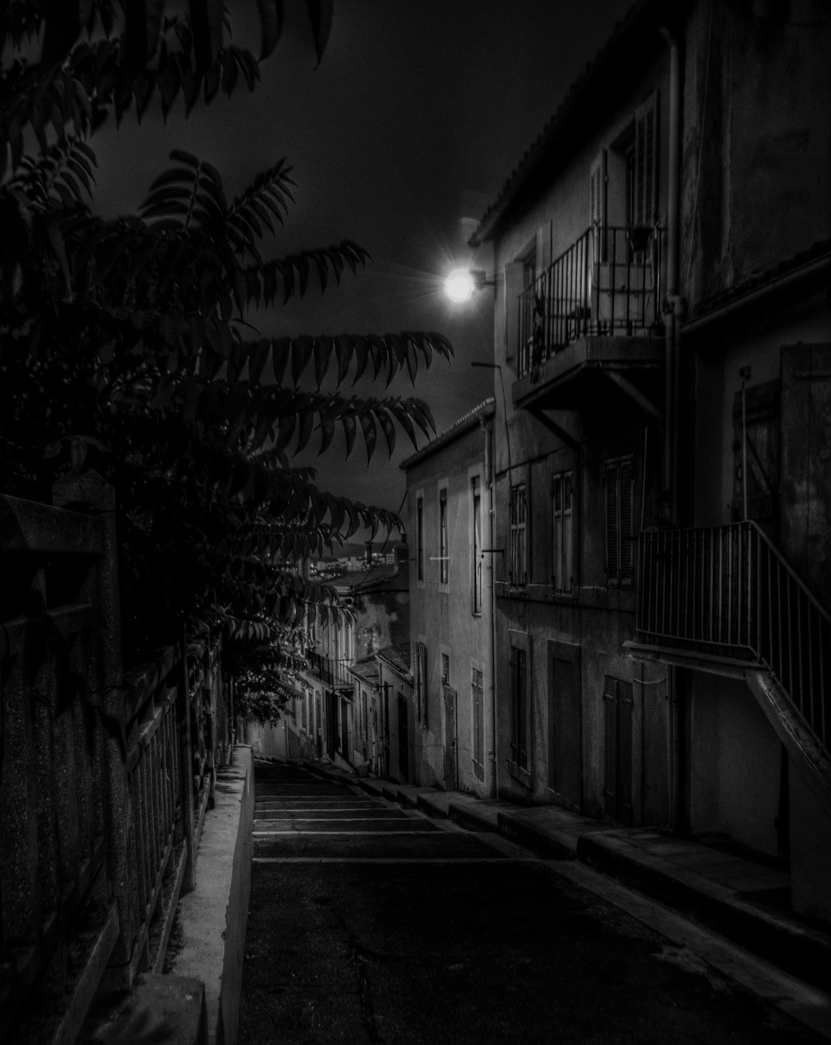 By night by Charlottess