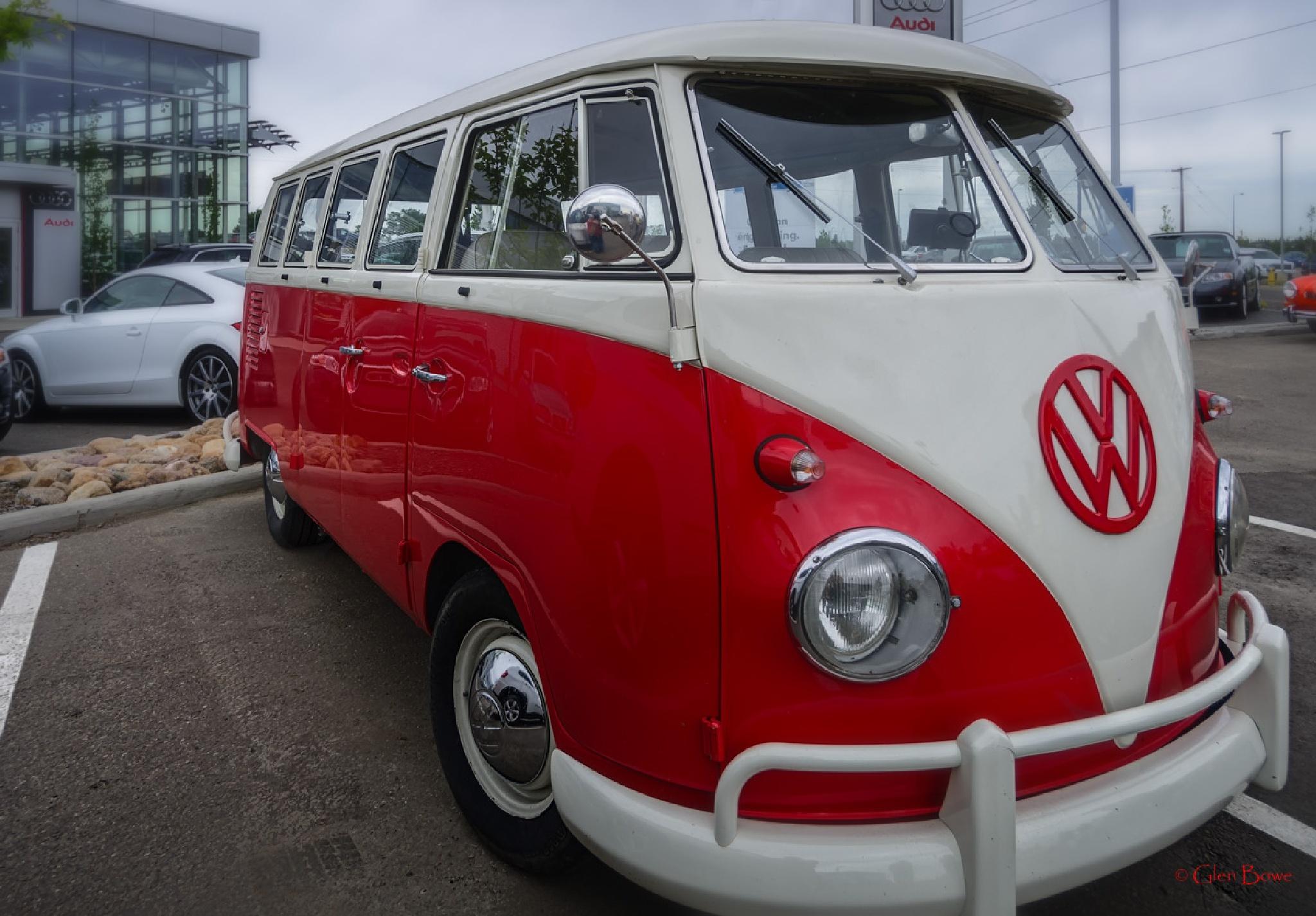 VW Bus by Glen Bowe