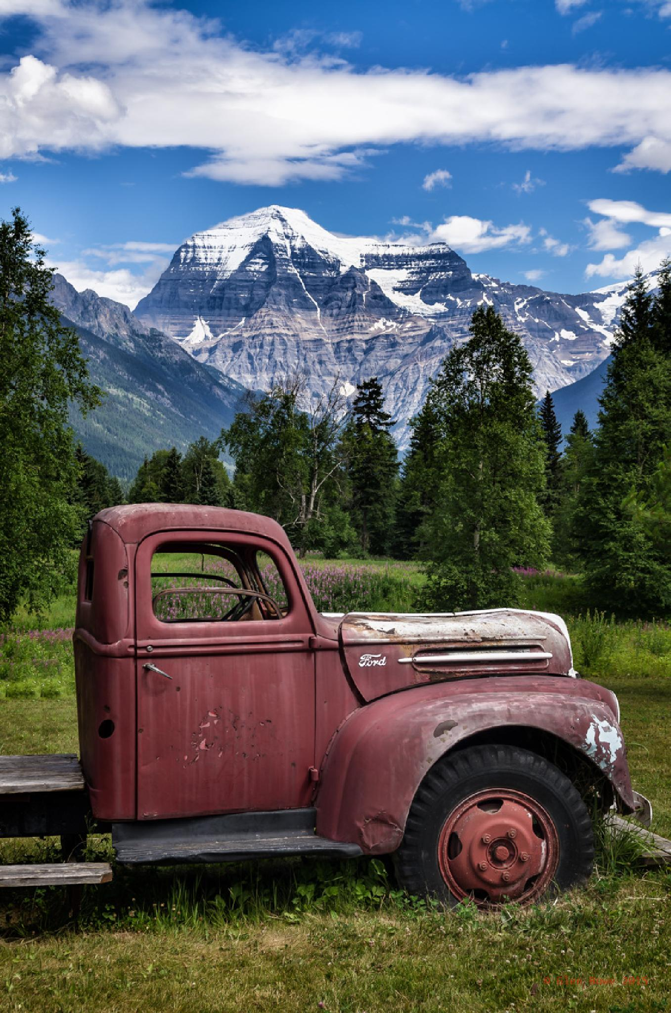 Mount Robson by Glen Bowe