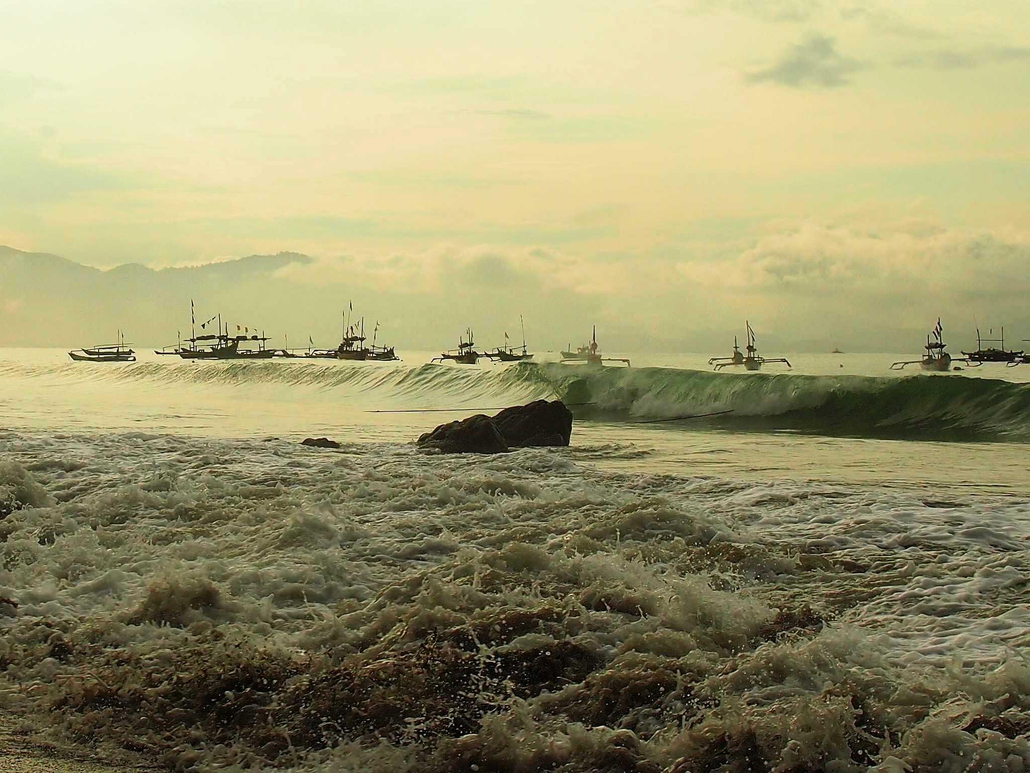 Waves by Dedi Ogie S